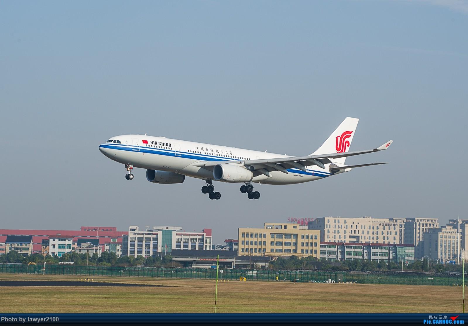 HGH之库存老图——降落的330 AIRBUS A330-200 B-6117 中国杭州萧山国际机场