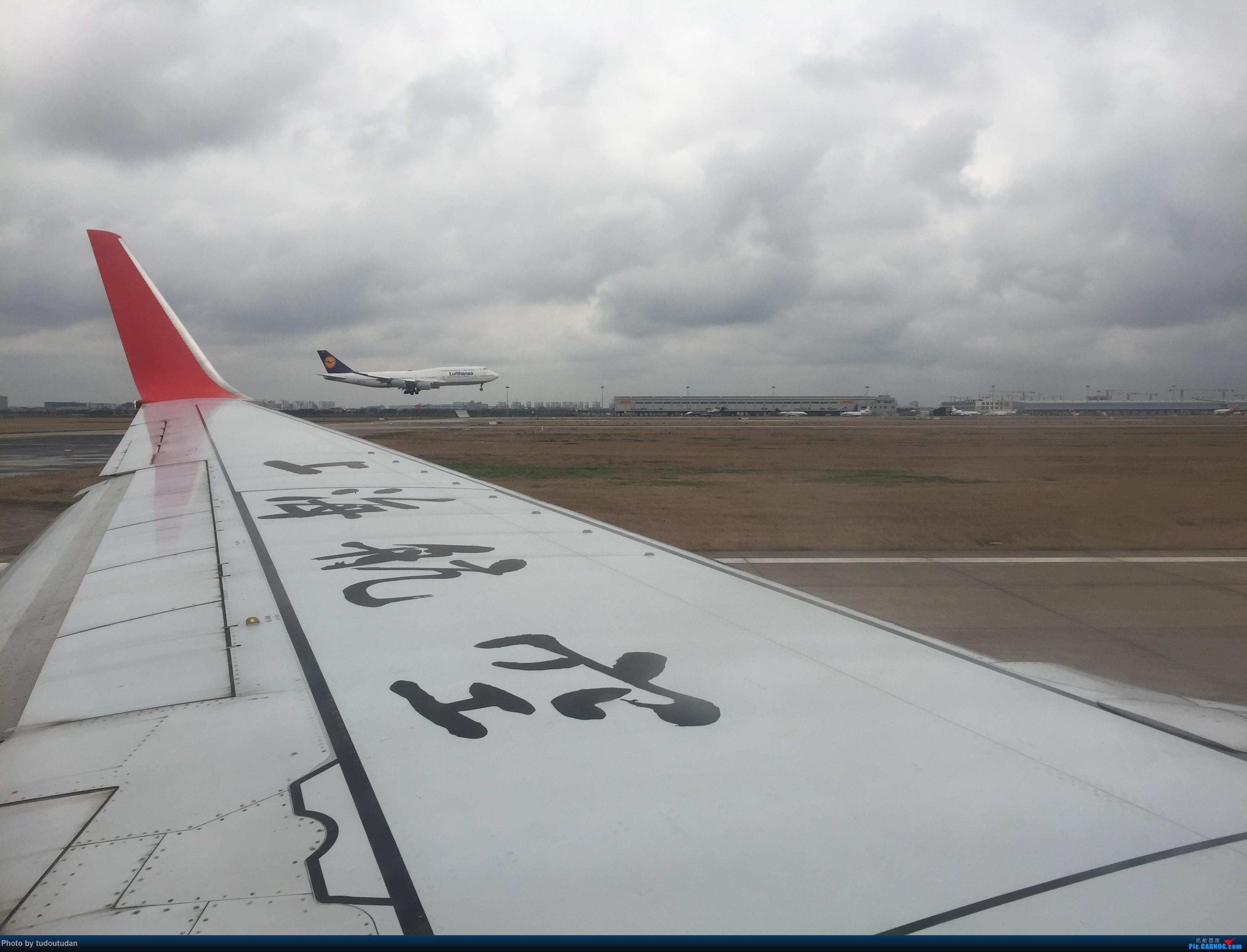 [原创]2019年的第一次飞行,PVG,在起飞的一刹那,隔壁的汉莎航空的747-400正好在降 BOEING 747-400  PVG