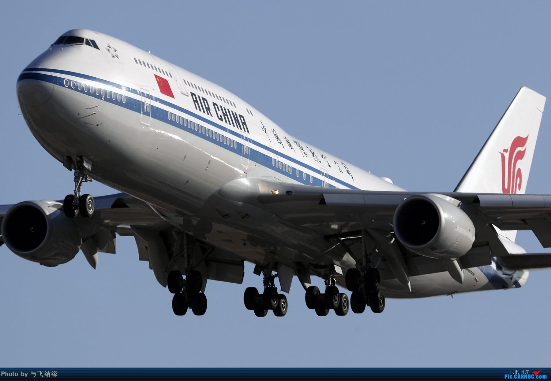 """[原创]农历三十再发一贴,祝朋友们新年""""猪""""事顺利,吉祥如意! BOEING 747-8I B-2482 中国北京首都国际机场"""