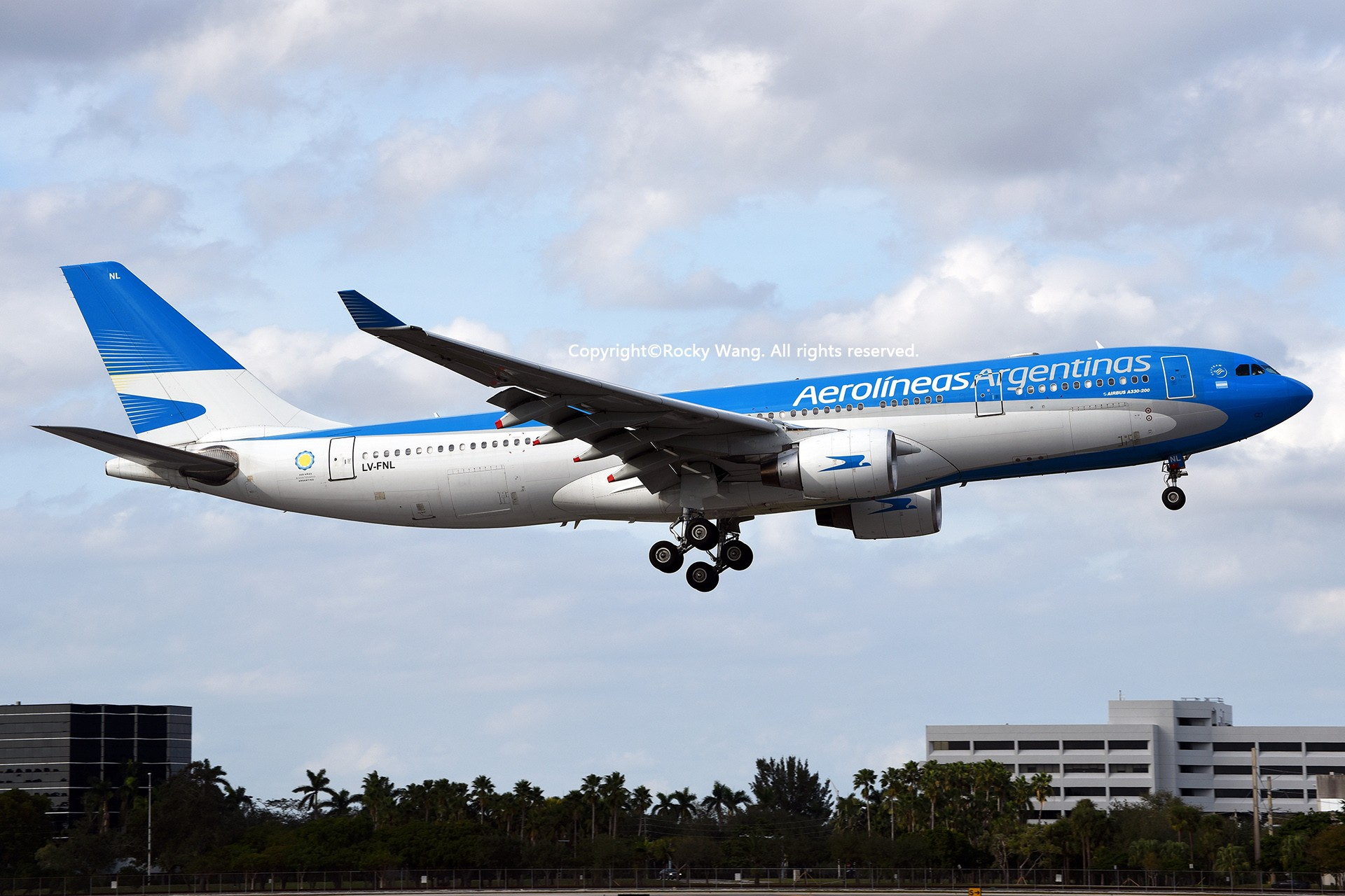Re:[原创]KMIA 30图 AIRBUS A330-223 LV-FNL Miami Int'l Airport