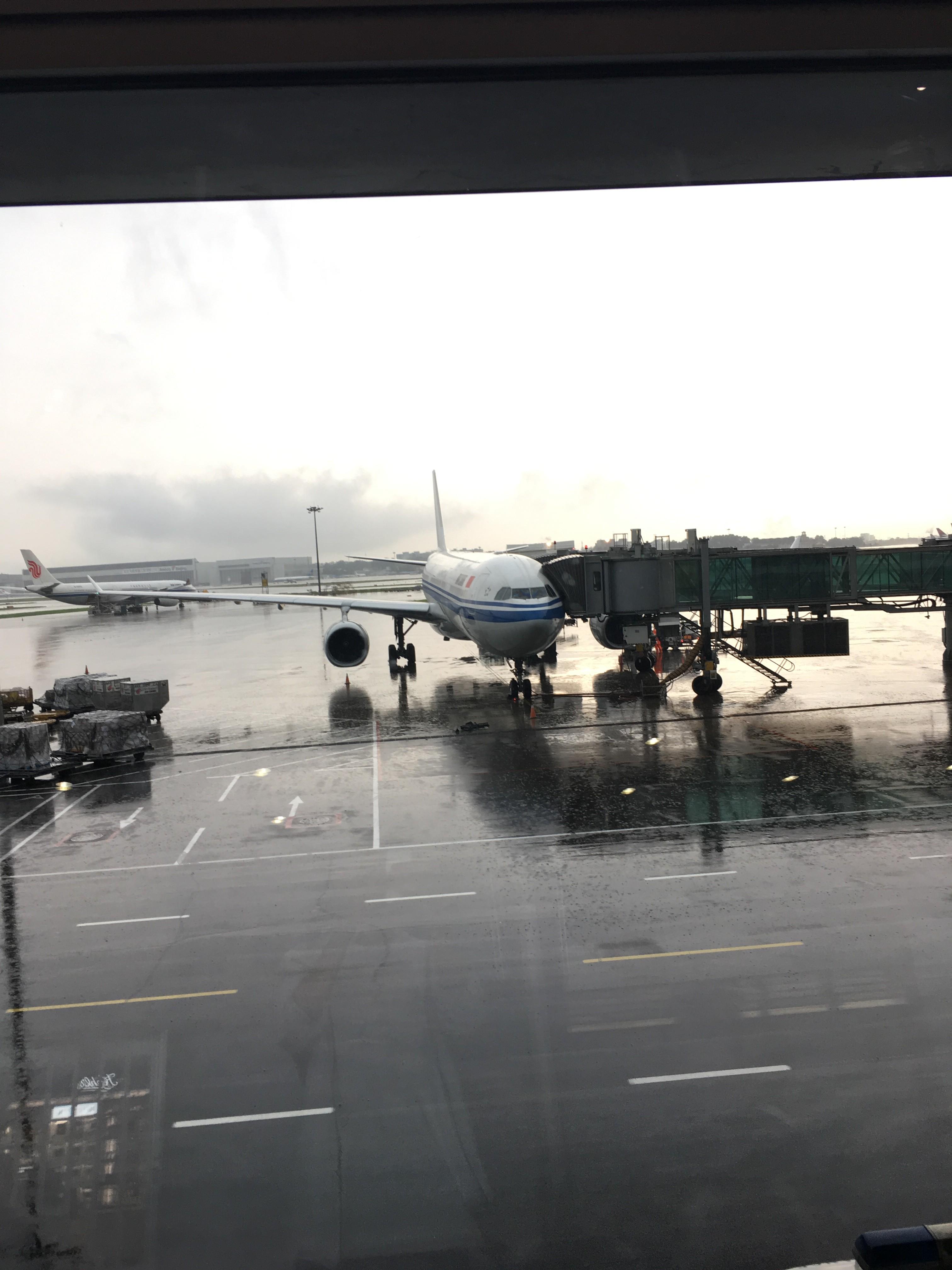 Re:[原创]~骚年飞行篇~补充半年前的香港之路,国航CA111 PEK-HKG,有幸坐到大擦第50架77W AIRBUS A330-300 B-8383 中国北京首都国际机场