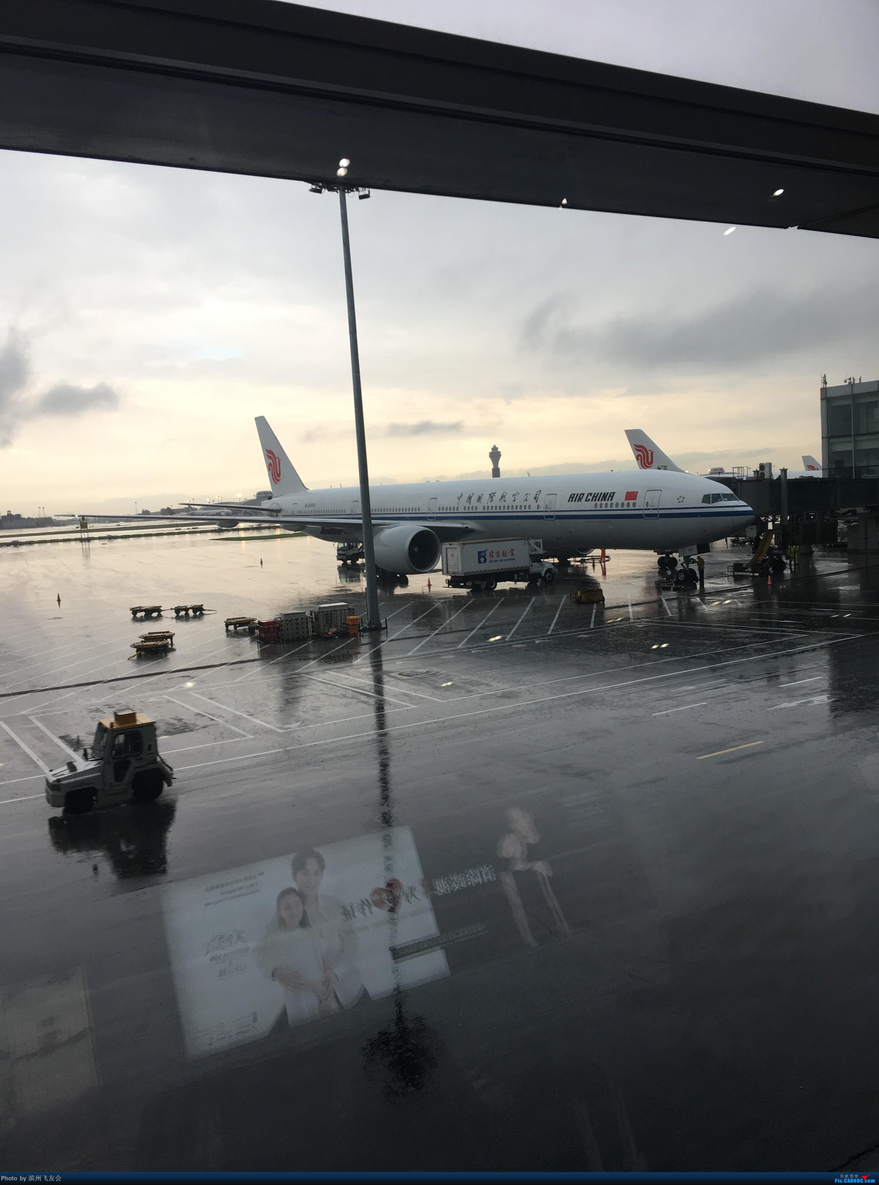 Re:[原创]~骚年飞行篇~补充半年前的香港之路,国航CA111 PEK-HKG,有幸坐到大擦第50架77W BOEING 777-300ER B-2033 中国北京首都国际机场