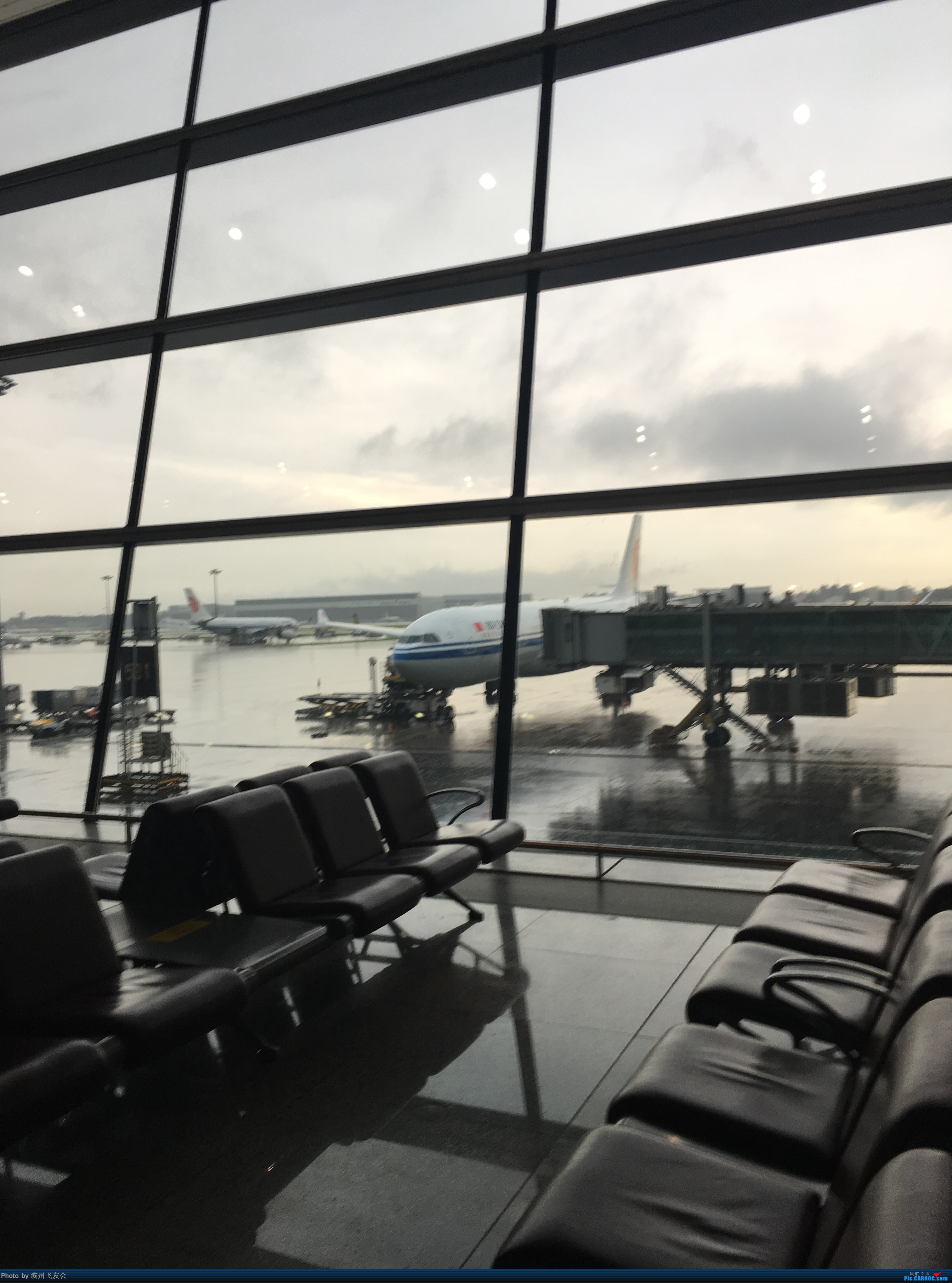 Re:[原创]~骚年飞行篇~补充半年前的香港之路,国航CA111 PEK-HKG,有幸坐到大擦第50架77W BOEING 777-300ER B-2033 中国北京首都国际机场 中国北京首都国际机场