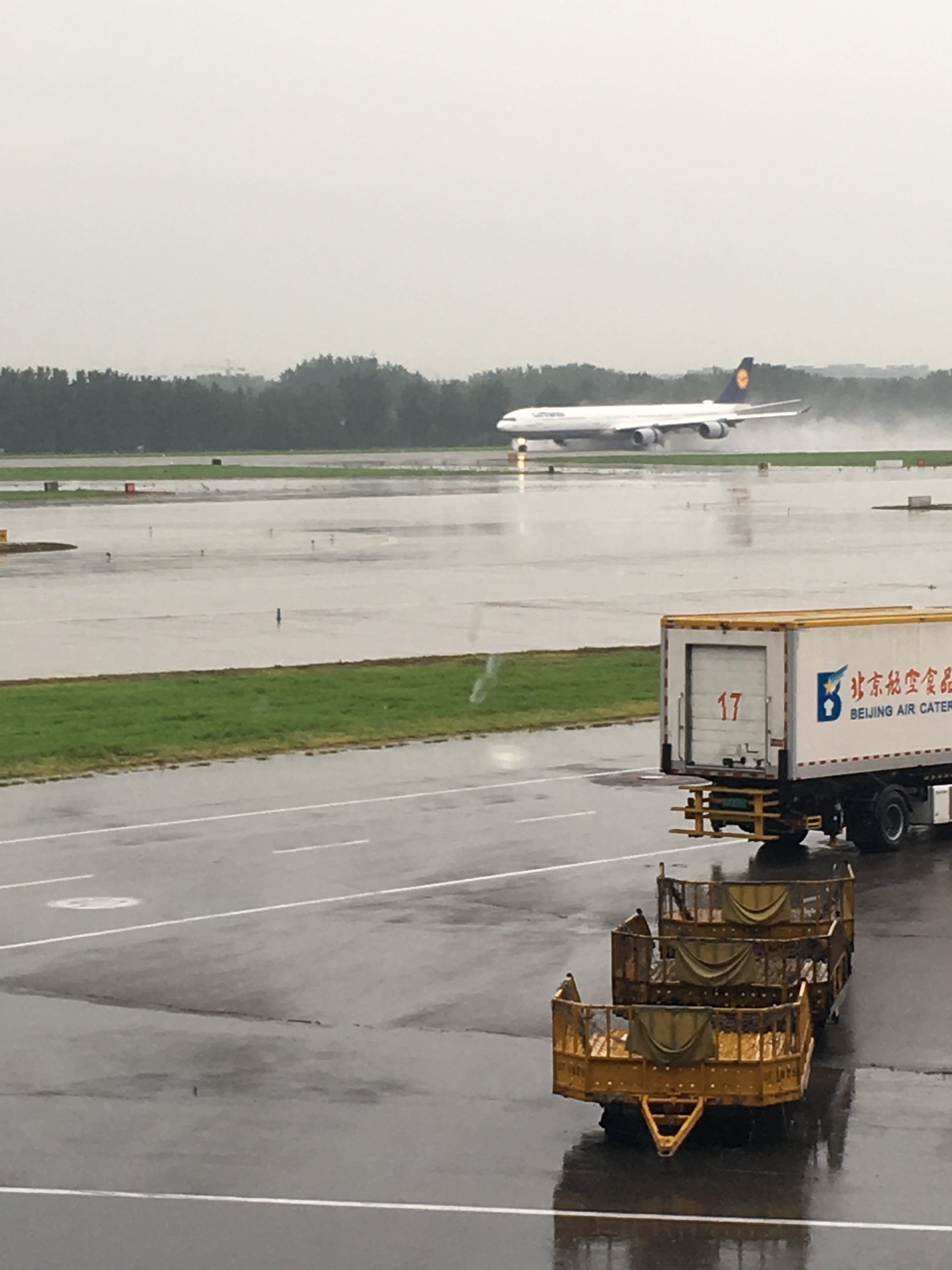 Re:[原创]~骚年飞行篇~补充半年前的香港之路,国航CA111 PEK-HKG,有幸坐到大擦第50架77W BOEING 777-300ER B-2039 中国北京首都国际机场 中国北京首都国际机场