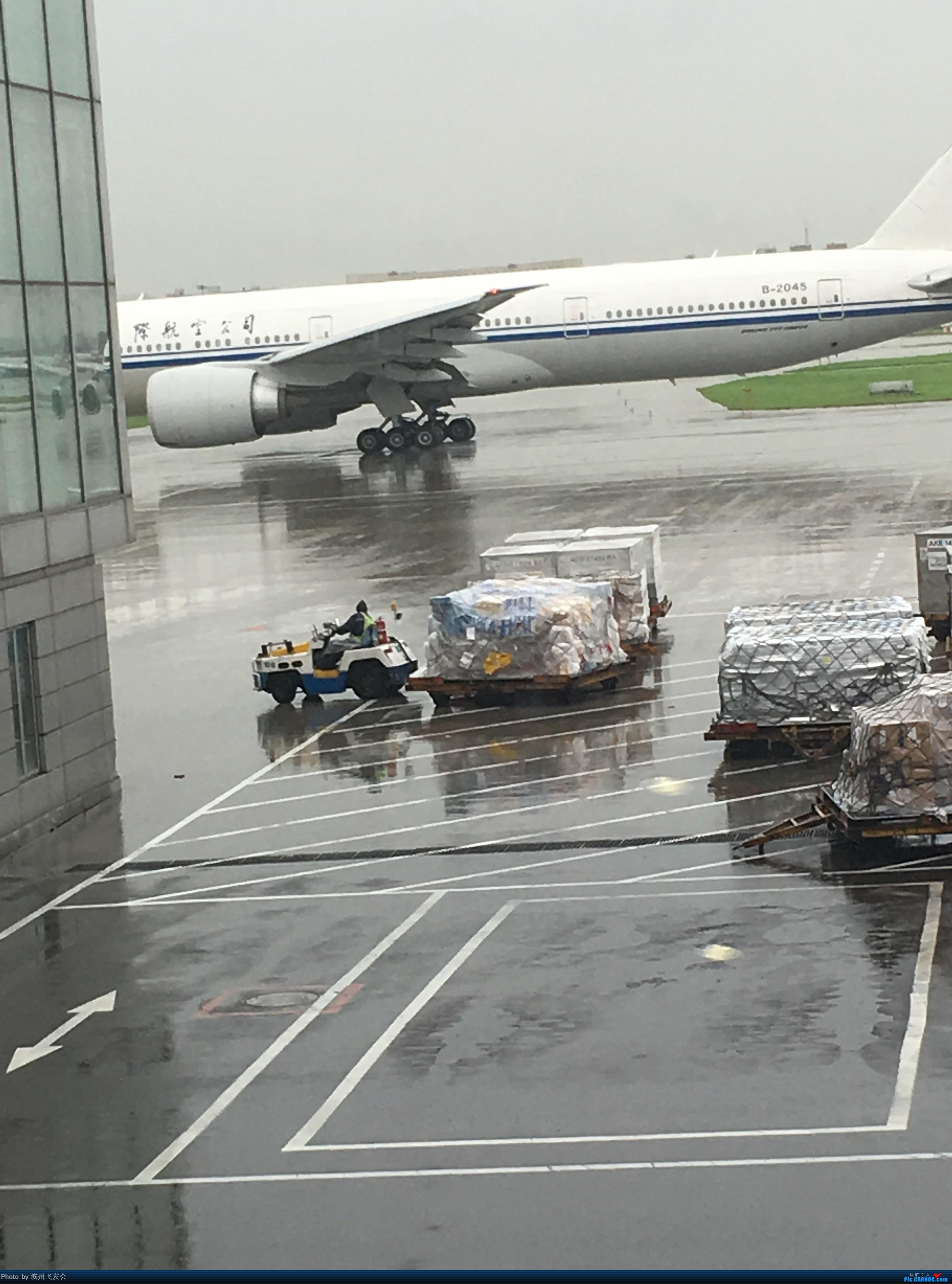 Re:[原创]~骚年飞行篇~补充半年前的香港之路,国航CA111 PEK-HKG,有幸坐到大擦第50架77W BOEING 777-300ER B-2045 中国北京首都国际机场