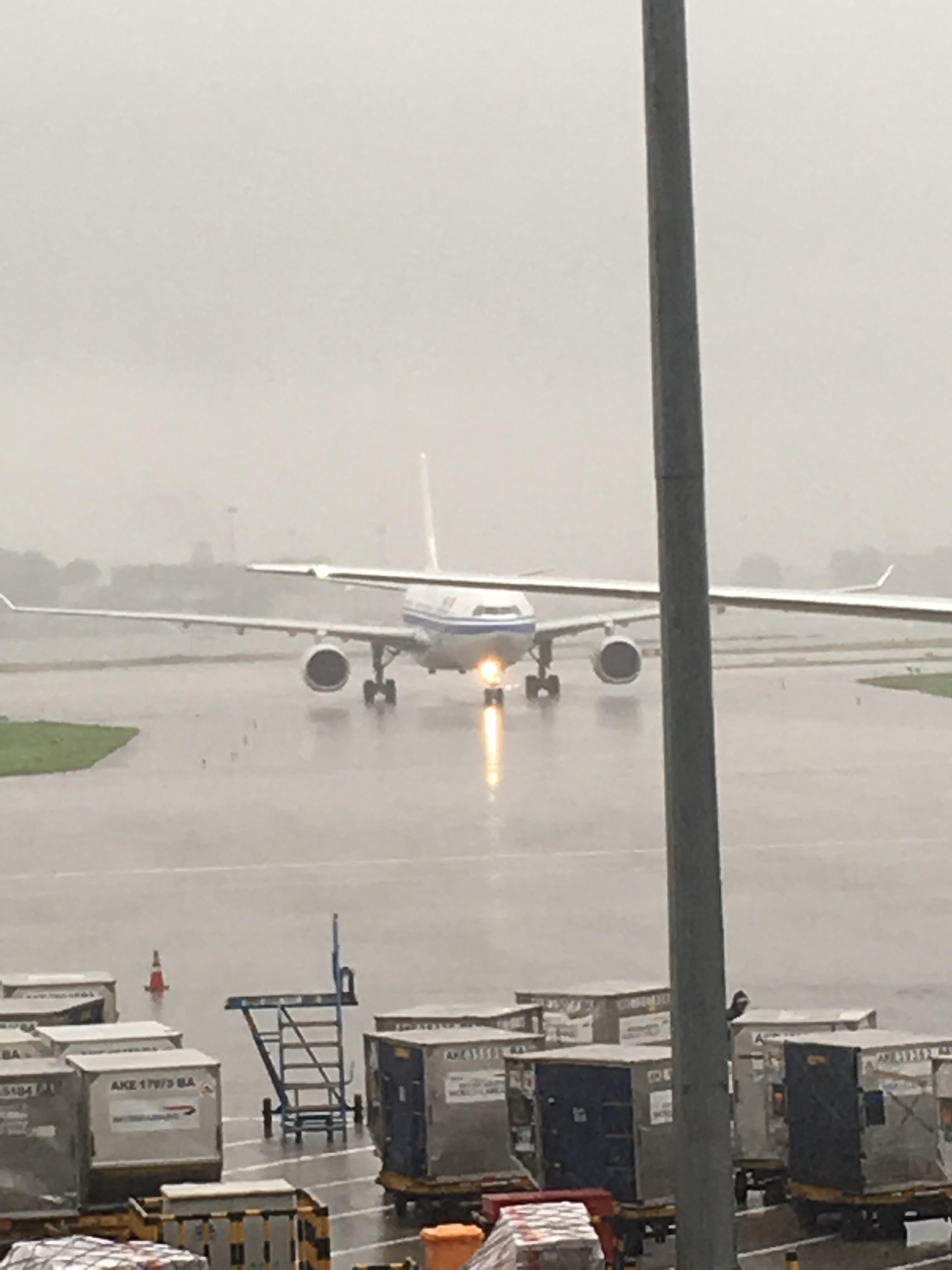 Re:[原创]~骚年飞行篇~补充半年前的香港之路,国航CA111 PEK-HKG,有幸坐到大擦第50架77W AIRBUS A330-300 B-5977 中国北京首都国际机场