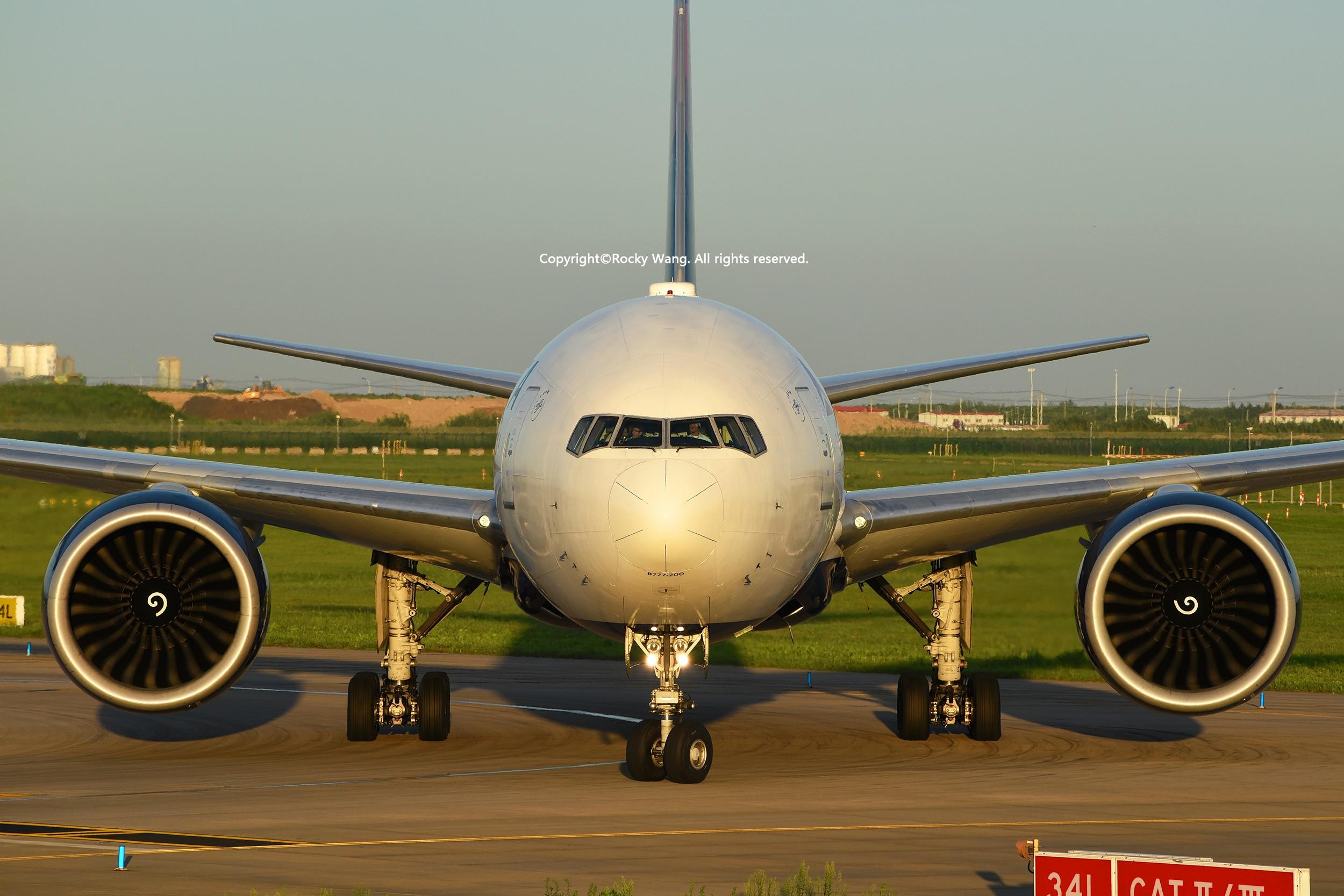 发图讲话 BOEING 777-232LR N710DN Shanghai Pudong