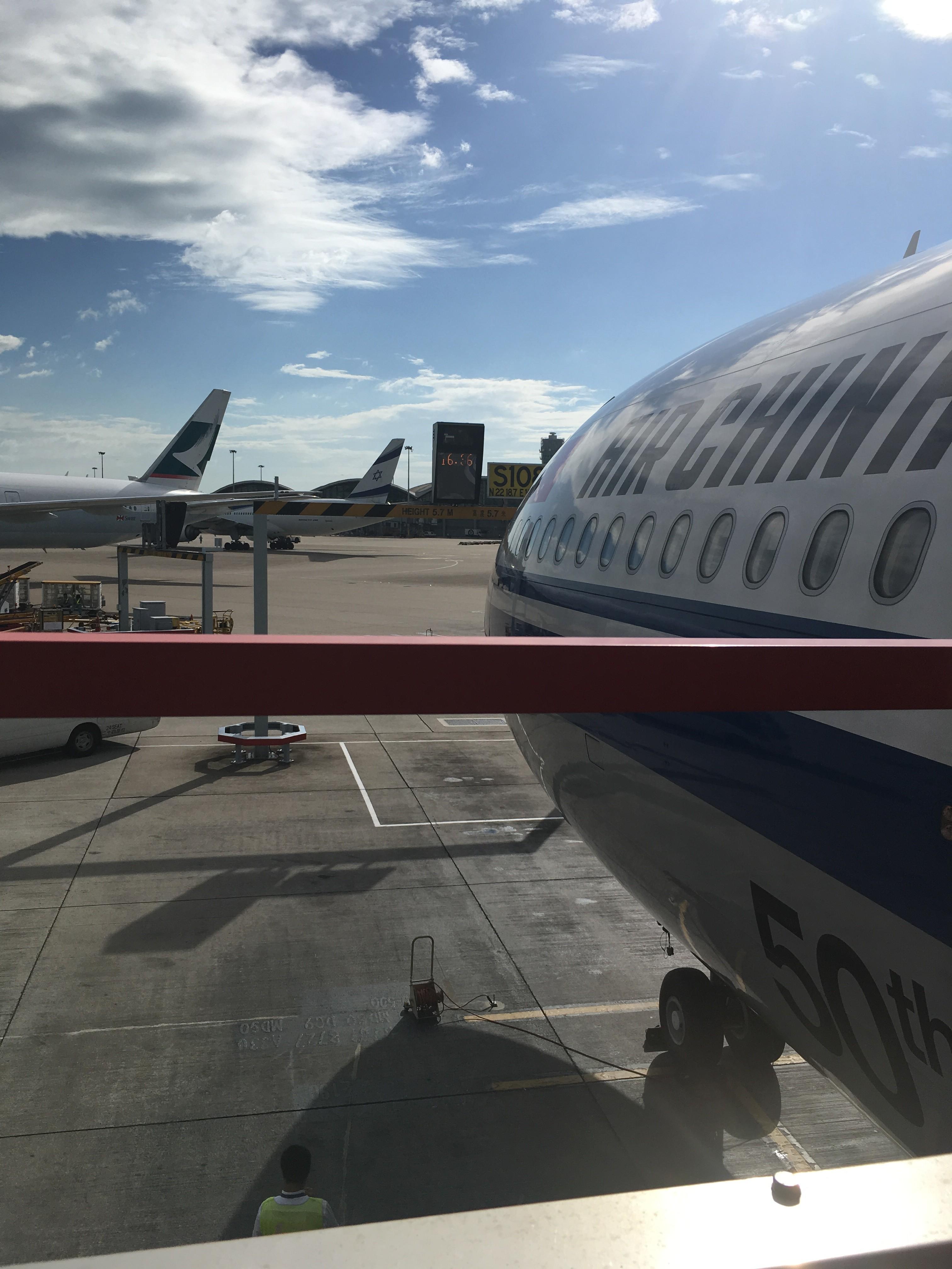 Re:[原创]~骚年飞行篇~补充半年前的CA111:PEK-HKG,有幸坐到大擦第50架A330! AIRBUS A330-300 B-5977 中国香港国际机场