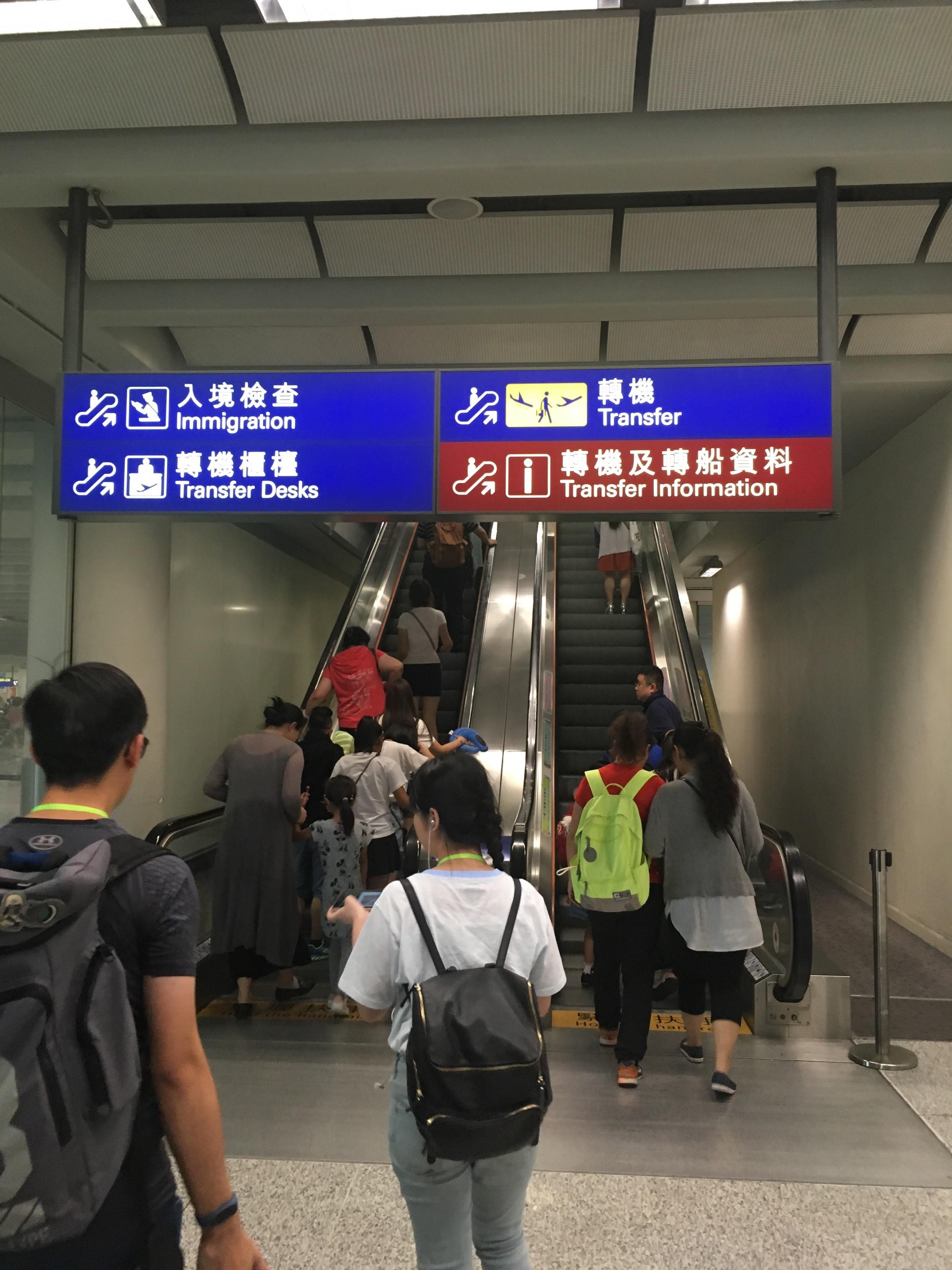 Re:[原创]~骚年飞行篇~补充半年前的CA111:PEK-HKG,有幸坐到大擦第50架A330! AIRBUS A330-300 B-5977 中国香港国际机场 中国香港国际机场