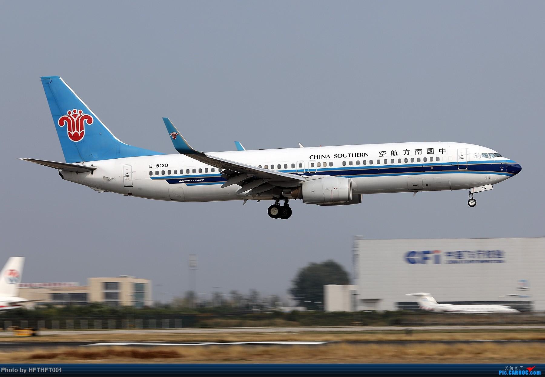 Re:[原创]中国南方航空图几张。 BOEING 737-800 B-5128 中国北京首都国际机场