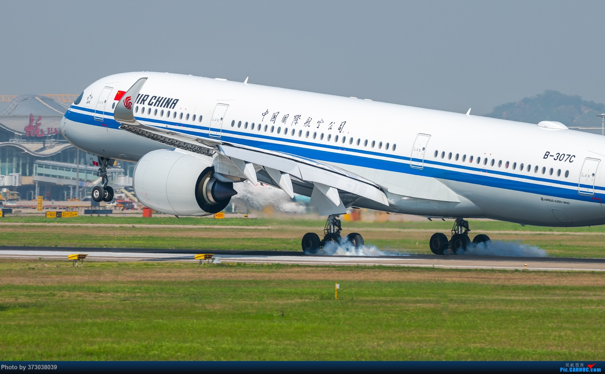 空客A350 落地杭州萧山国际机场,超清跟拍 AIRBUS A350-900 B-307C 中国杭州萧山国际机场