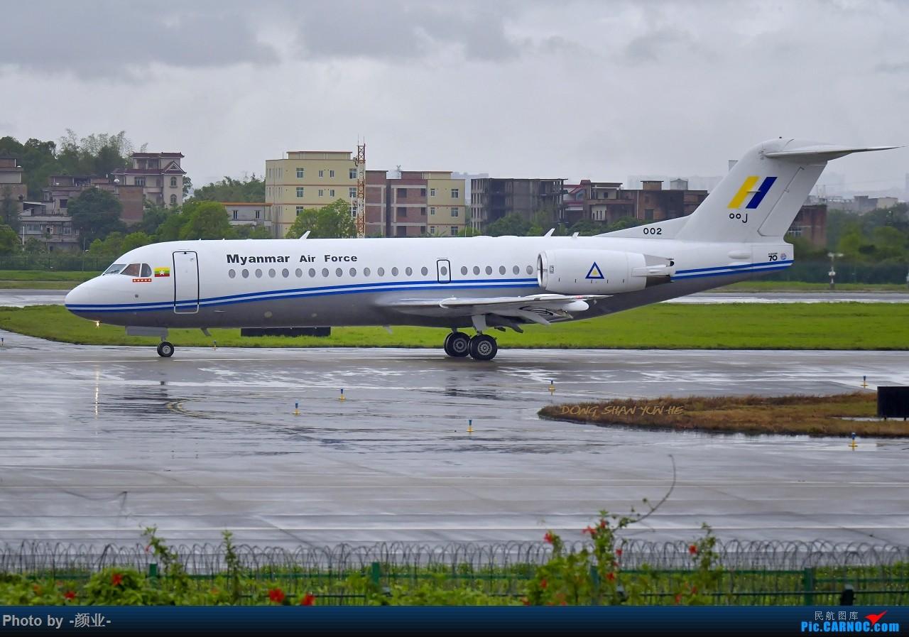 Re:[原创]走近飞机起降点(无尽创意) FOKKER 70 002 中国广州白云国际机场