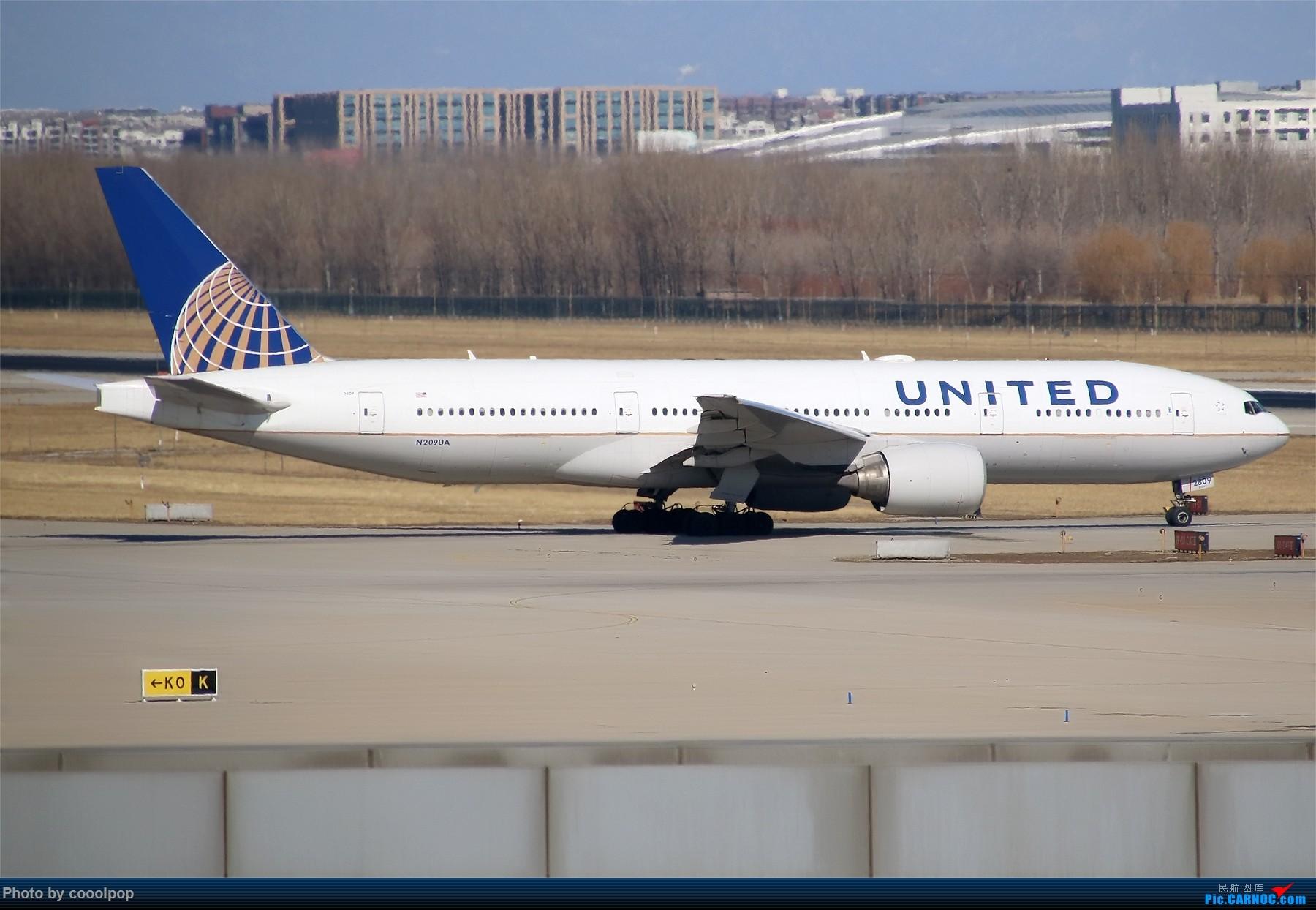 Re:[原创]PEK T3 桥上的一些大鸟!牌彩绘是要拼人品哒! BOEING 777-200ER N209UA 中国北京首都国际机场