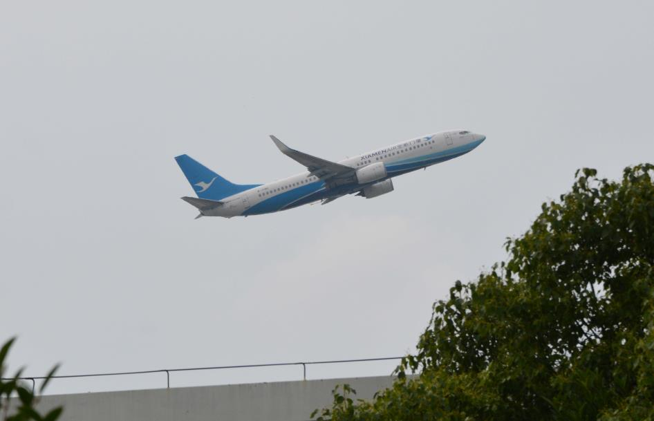 Re:[原创]南京禄口机场拍机 BOEING 737-800 B-7196