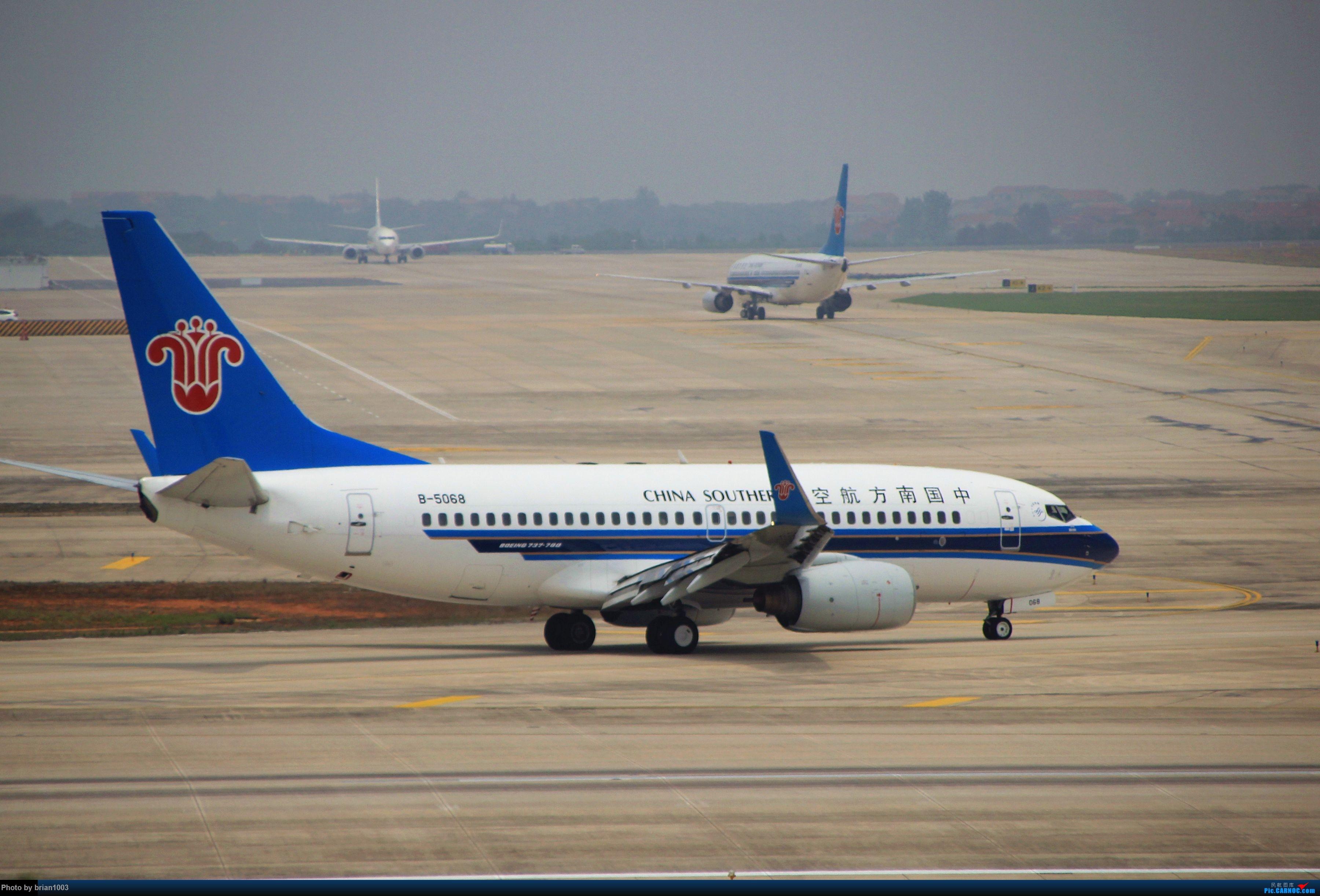 Re:[原创]WUH武汉天河机场拍机之二跑最后忙碌时 BOEING 737-700 B-5068 中国武汉天河国际机场