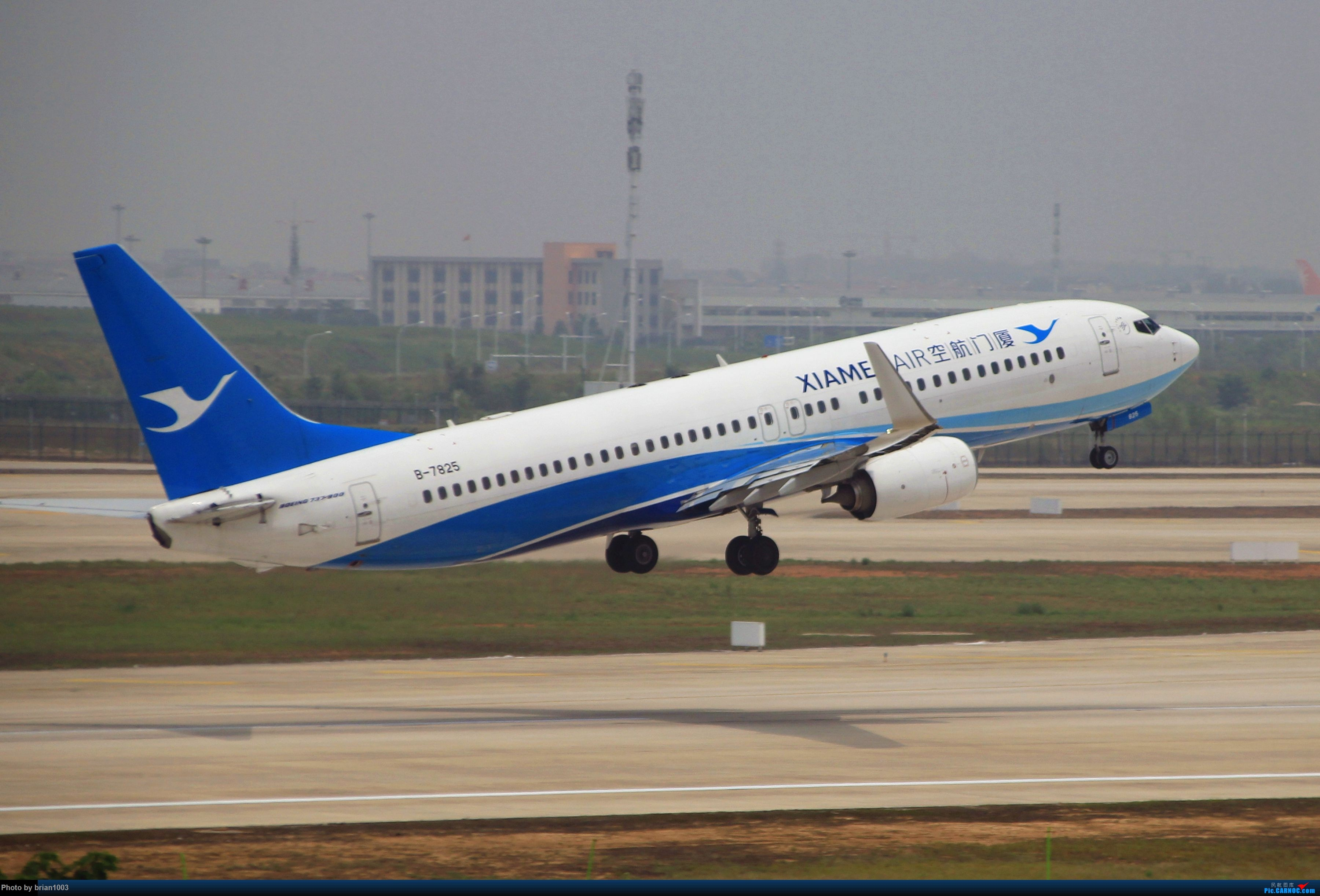 Re:[原创]WUH武汉天河机场拍机之二跑最后忙碌时 BOEING 737-800 B-7825 中国武汉天河国际机场