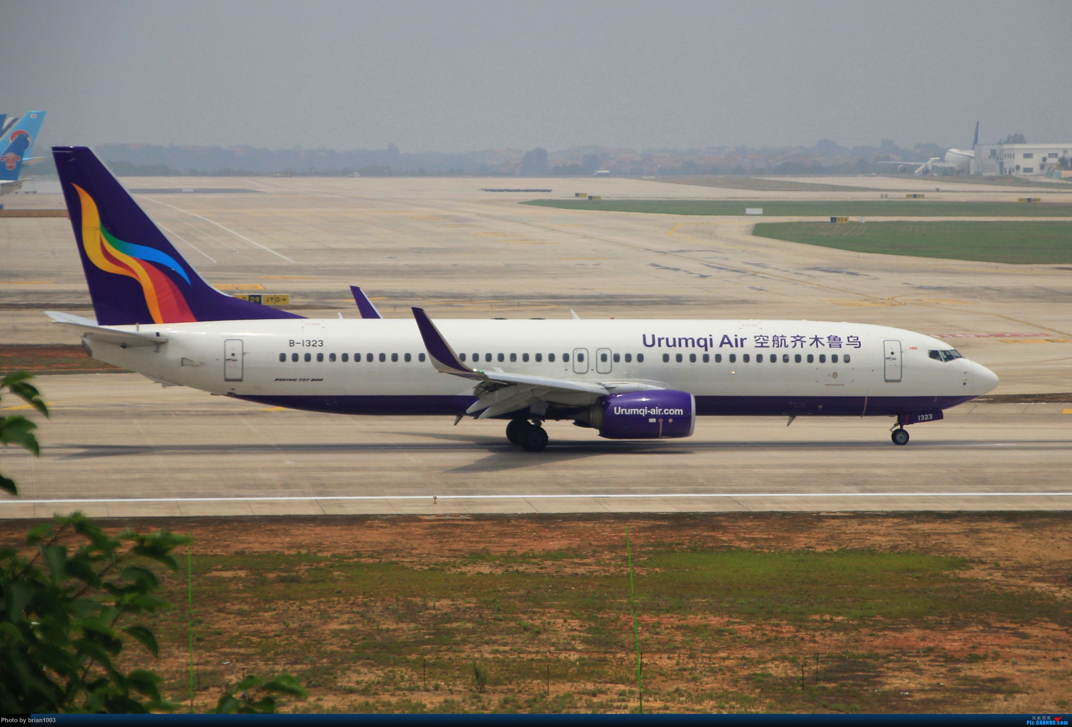 Re:[原创]WUH武汉天河机场拍机之二跑最后忙碌时 BOEING 737-800 B-1323 中国武汉天河国际机场