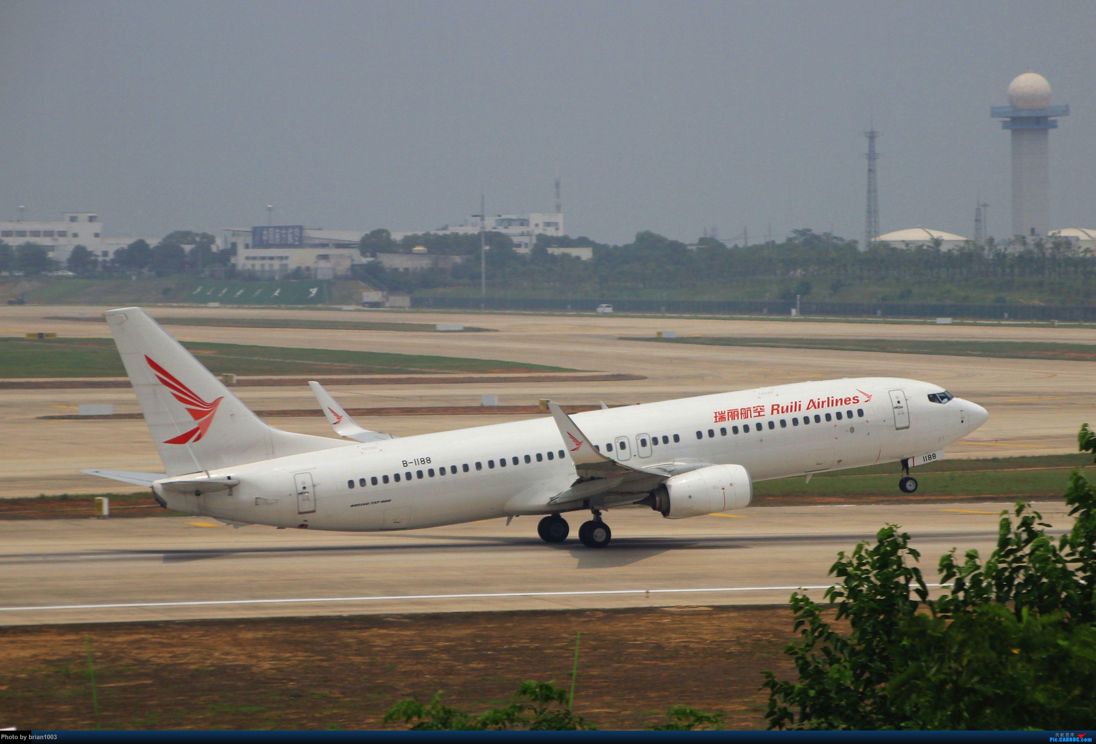 Re:[原创]WUH武汉天河机场拍机之二跑最后忙碌时 BOEING 737-800 B-1188 中国武汉天河国际机场