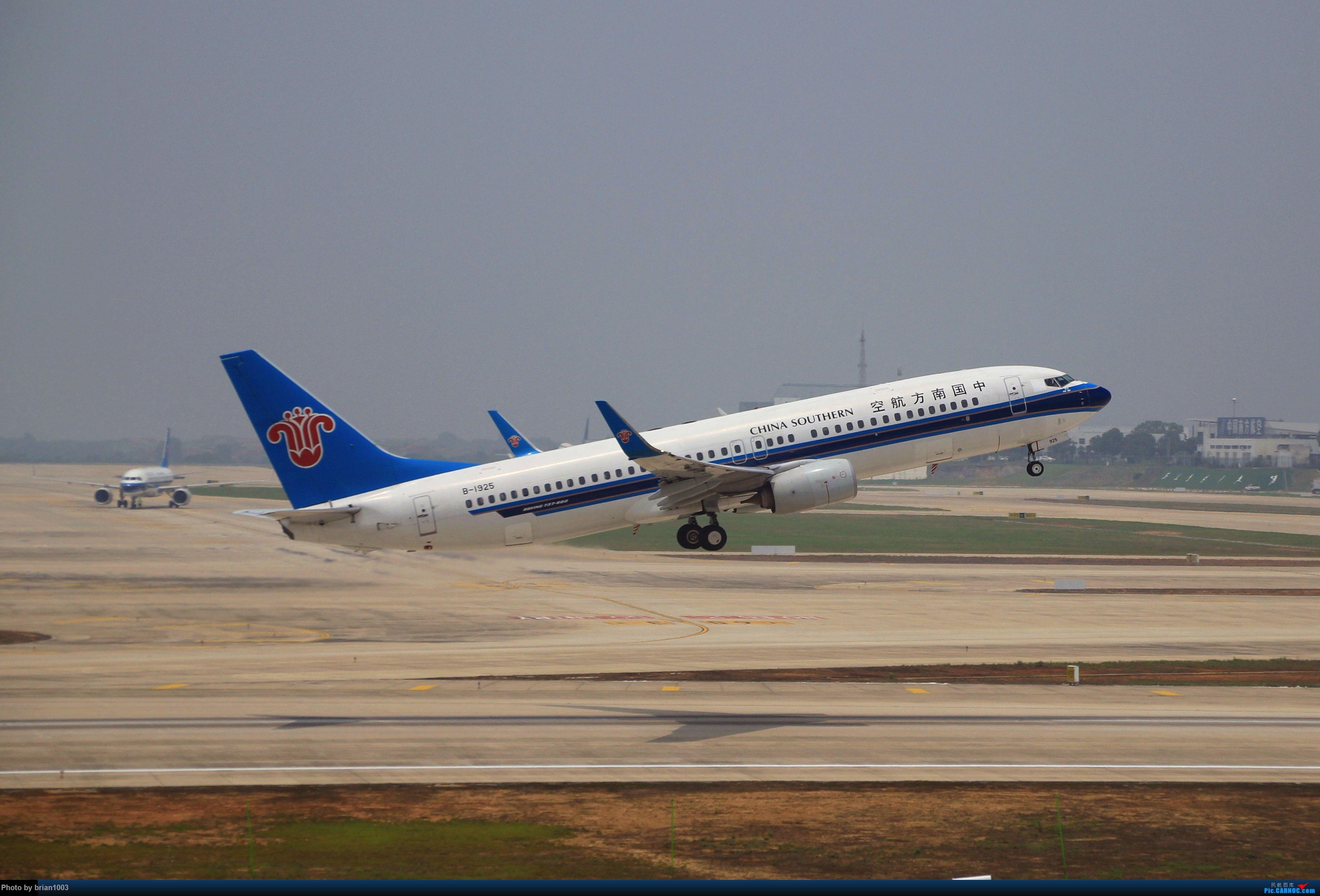 Re:[原创]WUH武汉天河机场拍机之二跑最后忙碌时 BOEING 737-800 B-1925 中国武汉天河国际机场
