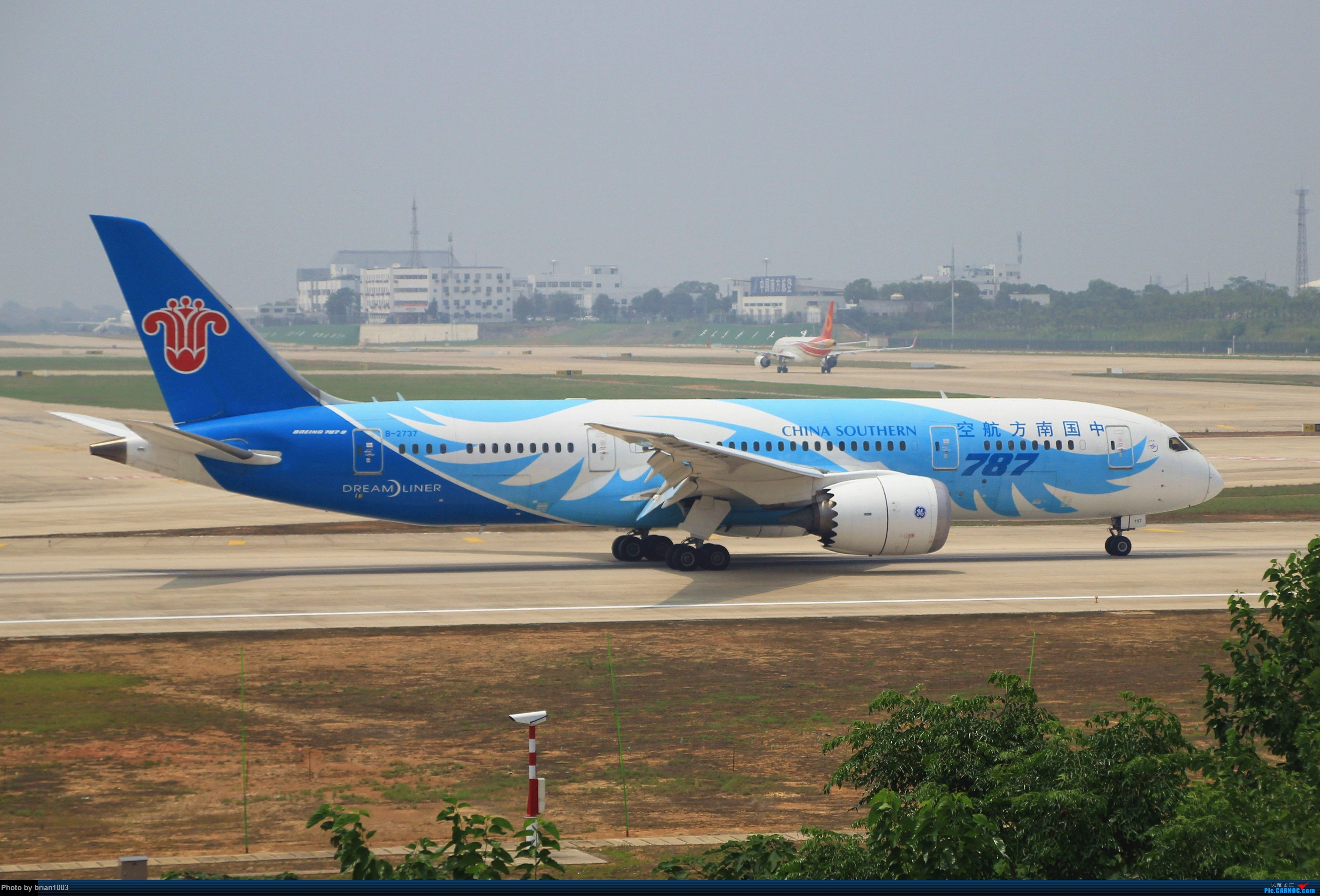 Re:[原创]WUH武汉天河机场拍机之二跑最后忙碌时 BOEING 787-8 B-2737 中国武汉天河国际机场