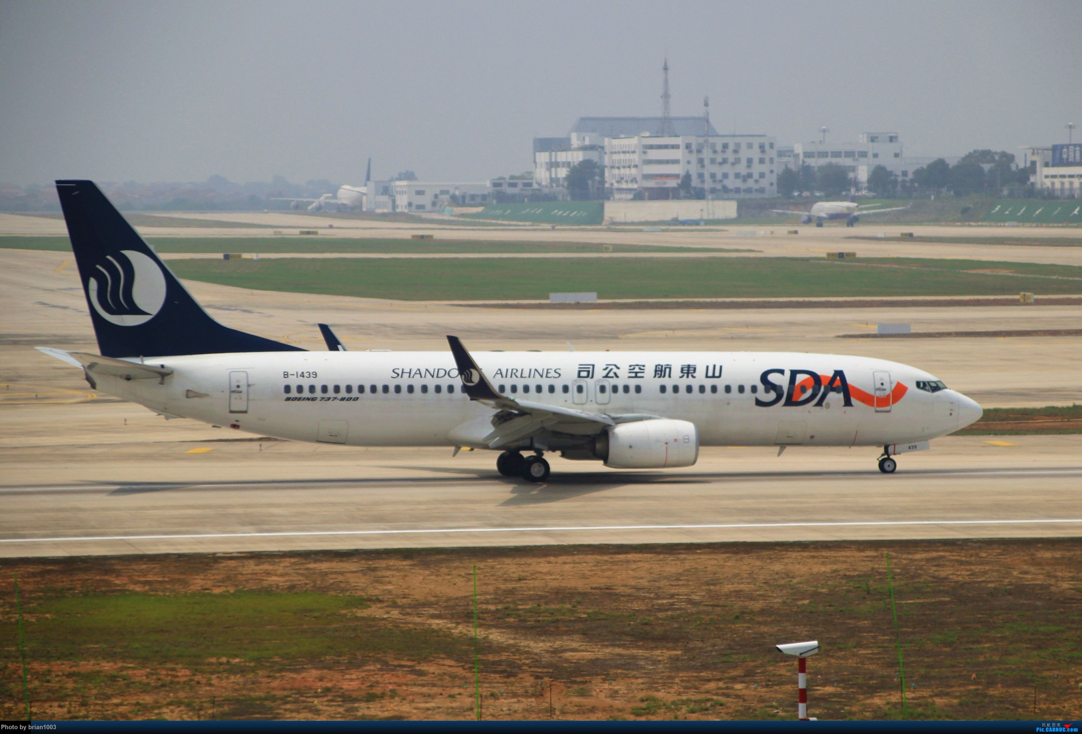 Re:[原创]WUH武汉天河机场拍机之二跑最后忙碌时 BOEING 737-800 B-1439 中国武汉天河国际机场