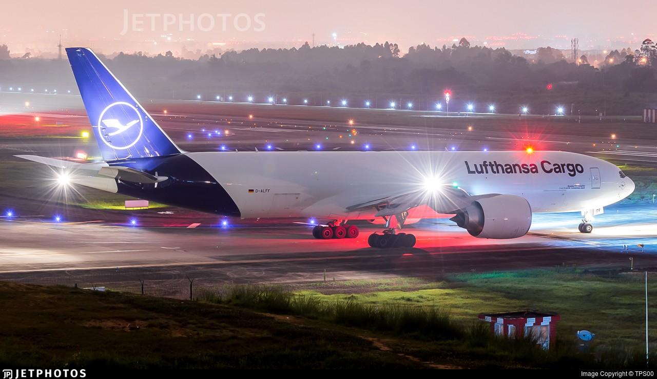 [原创][CTU夜拍]汉莎新涂77F BOEING 777F D-ALFF 中国成都双流国际机场