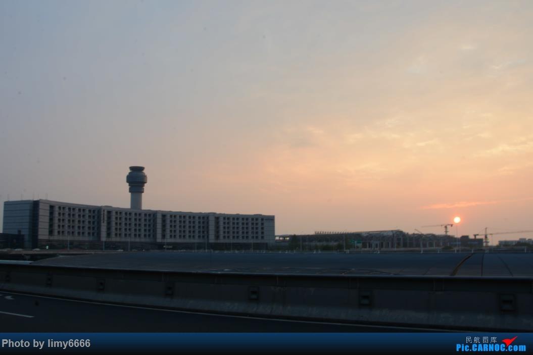 [原创]送女儿上大学(二)宝贝毕业了    中国南京禄口国际机场
