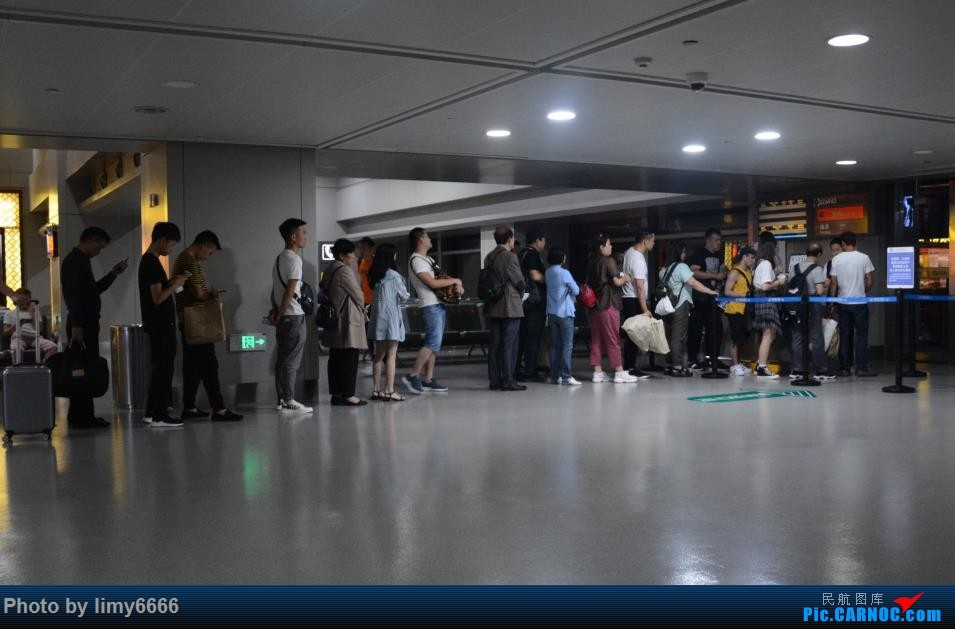 Re:[原创]送女儿上大学(二)宝贝毕业了    中国贵阳龙洞堡国际机场