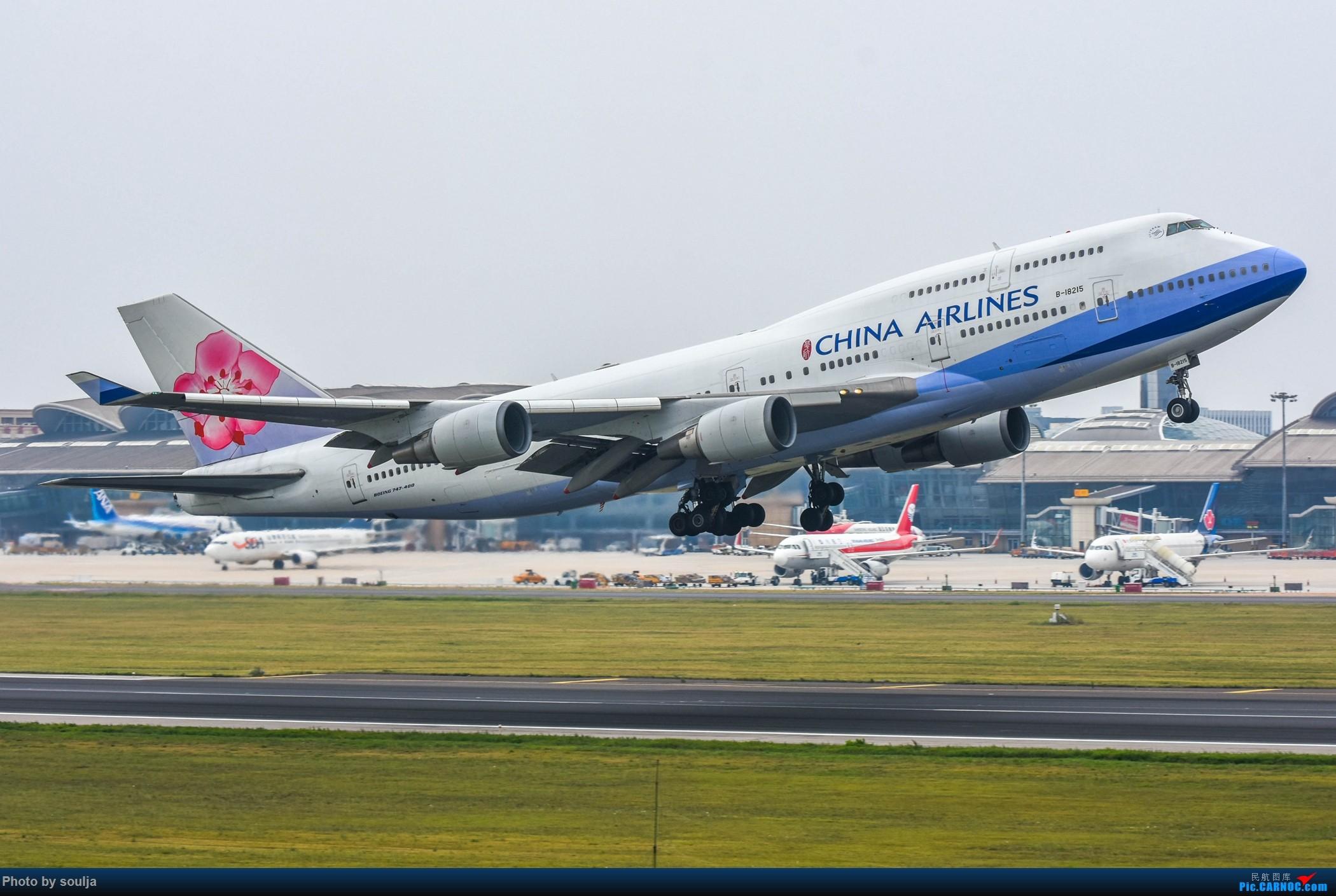 [原创]青岛的744 BOEING 747-400 B-18215 中国青岛流亭国际机场