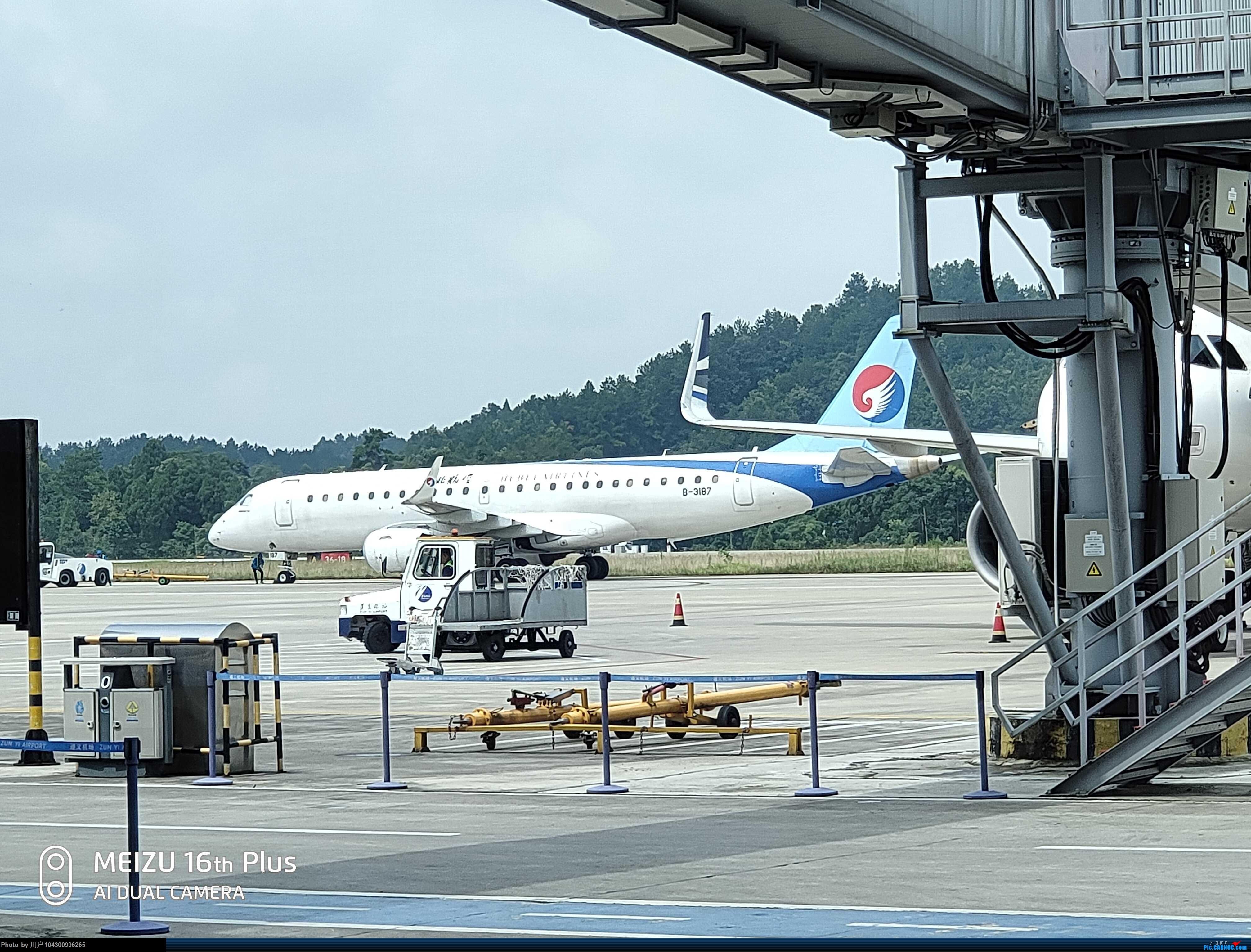 Re:[原创]DM游记之FU遵义--桂林 EMBRAER E-190 B-3187 中国遵义新舟机场