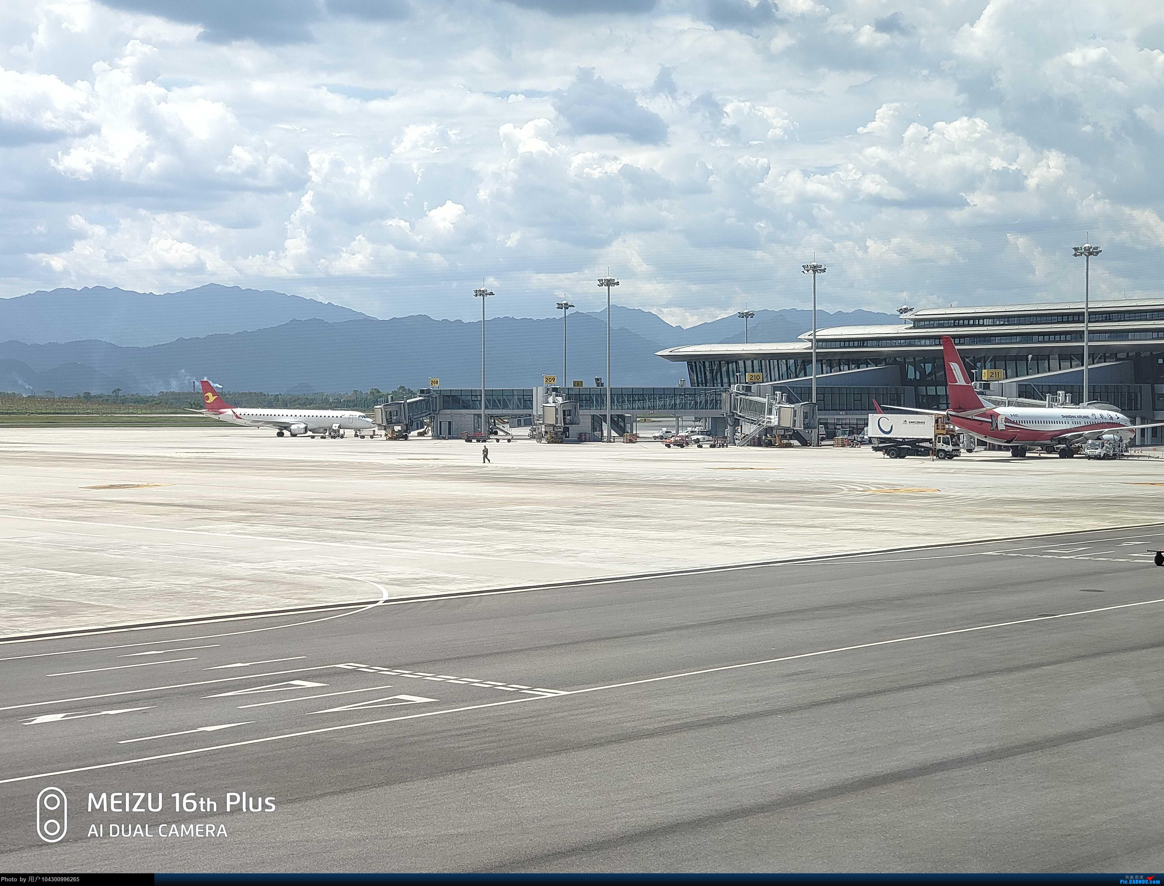 Re:[原创]DM游记之FU遵义--桂林 BOEING 737-800 B-6107 中国桂林两江国际机场