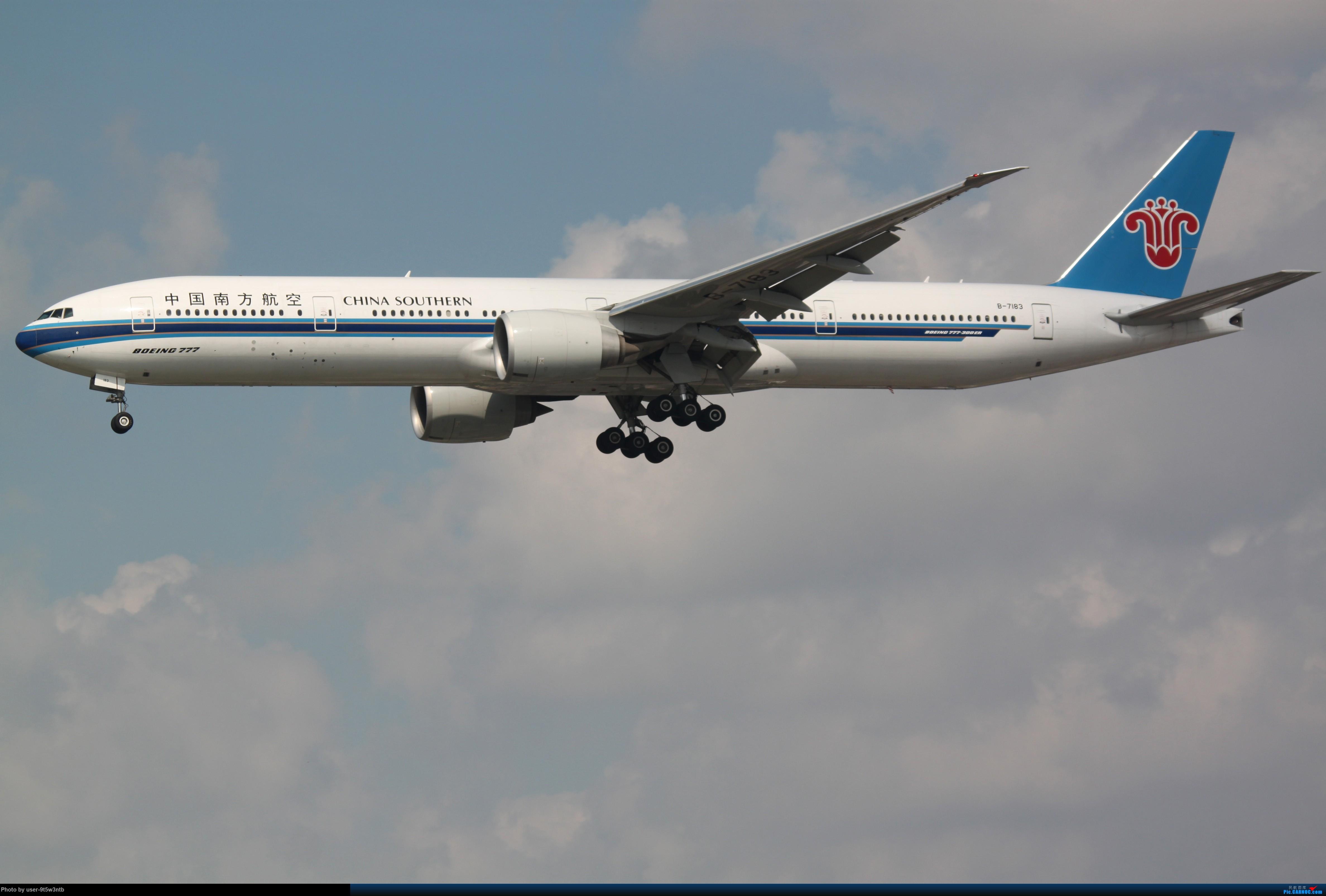 Re:[原创]虹桥机场炎热的早晨 BOEING 777-300ER B-7183 中国上海虹桥国际机场