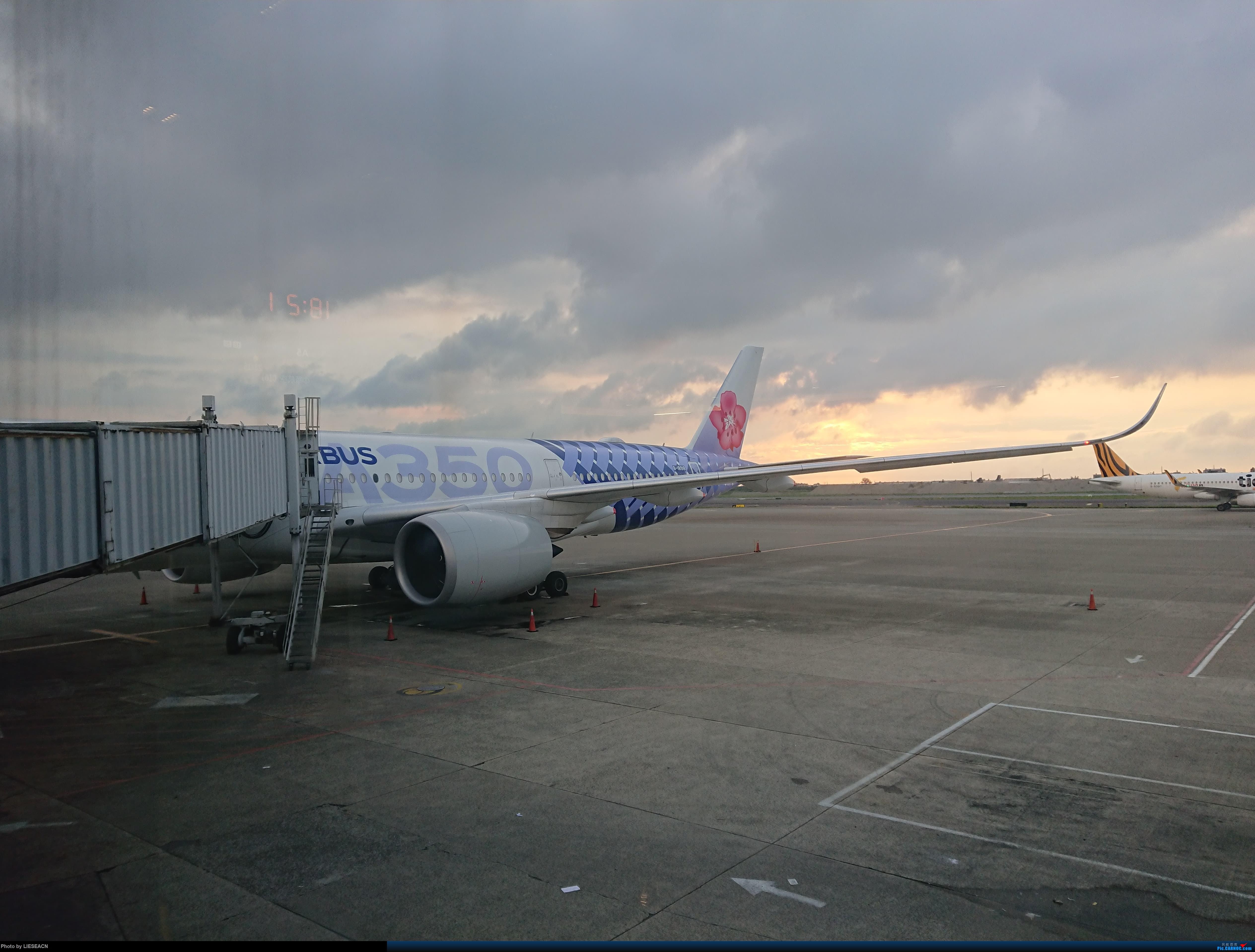 [原创]偶遇华航359碳纤维 AIRBUS A350-900 B-18918 中国台北桃园国际机场