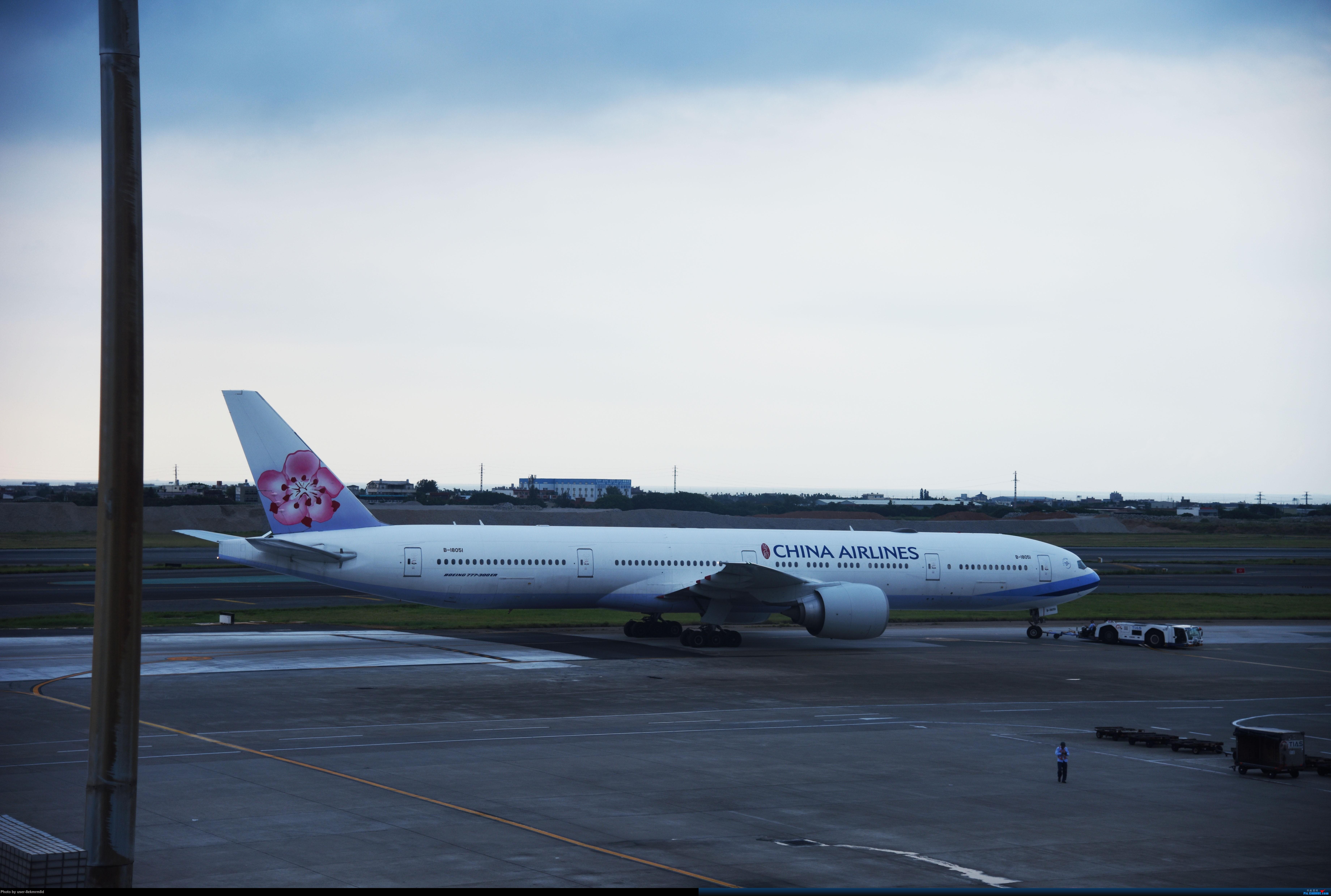 Re:[原创]台北(TSA、TPE)拍机分享 BOEING 777-300ER B-18051 台湾桃园国际机场
