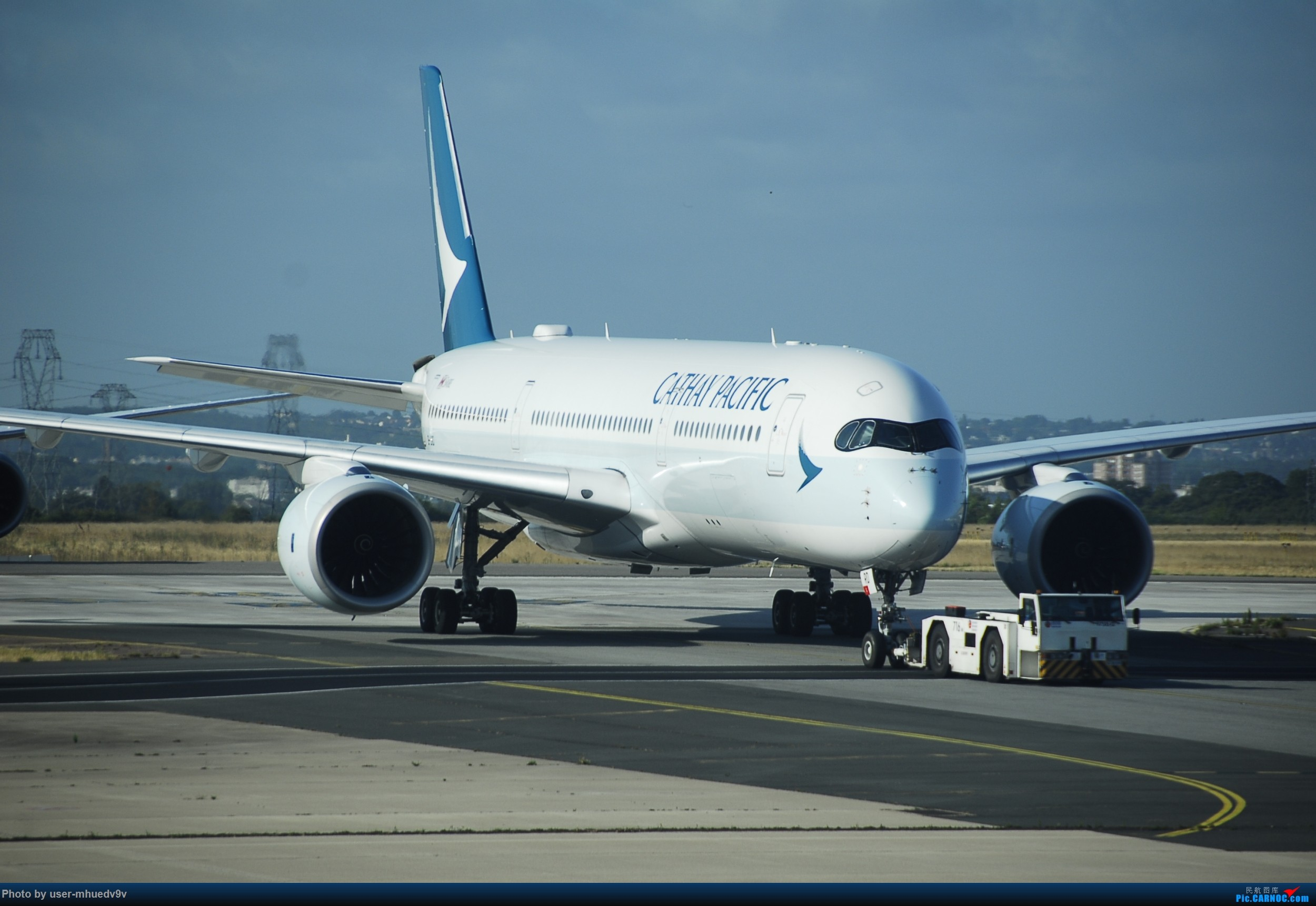 Re:[原创]暑假旅拍(旅途中拍机。。。) BOEING 777-300  法国戴高乐机场