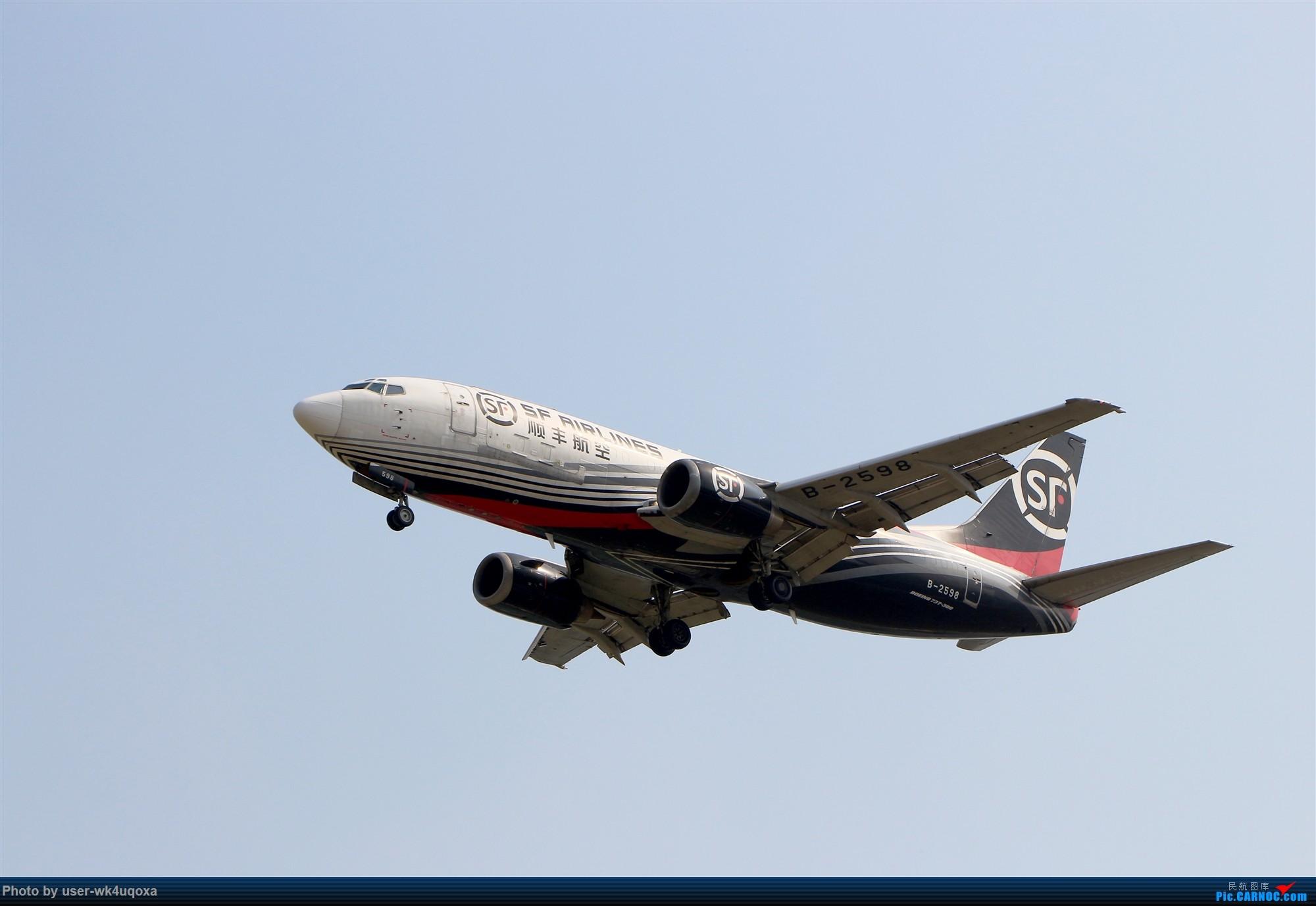 2019.9.26顺丰航空降落PEK BOEING 737-300 B-2598 首都国际机场T3停车场