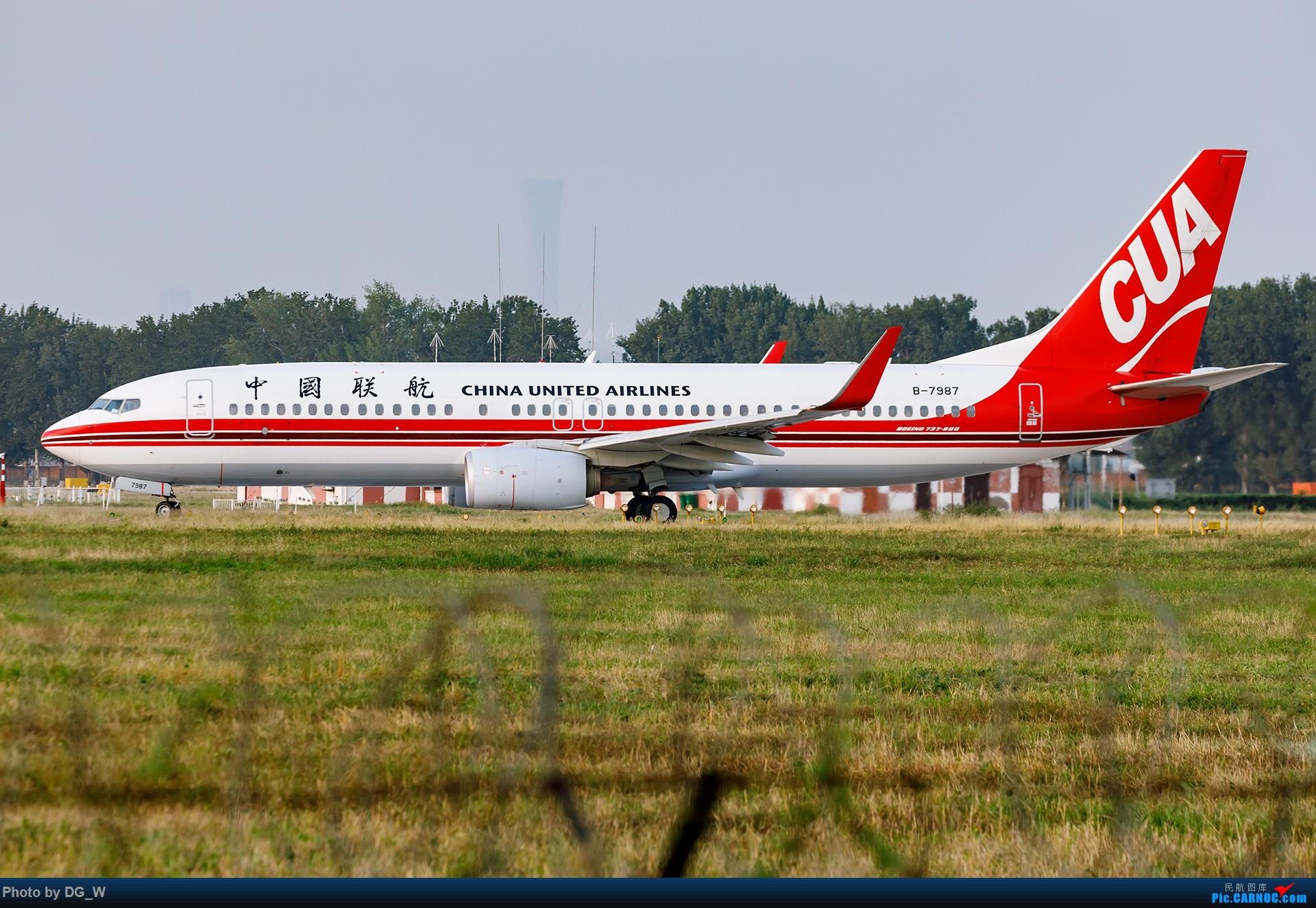 Re:[原创]【南宁飞友】NAY的最后一个周末,以及拍机点越来越少的PEK BOEING 737-800 B-7987 中国北京南苑机场