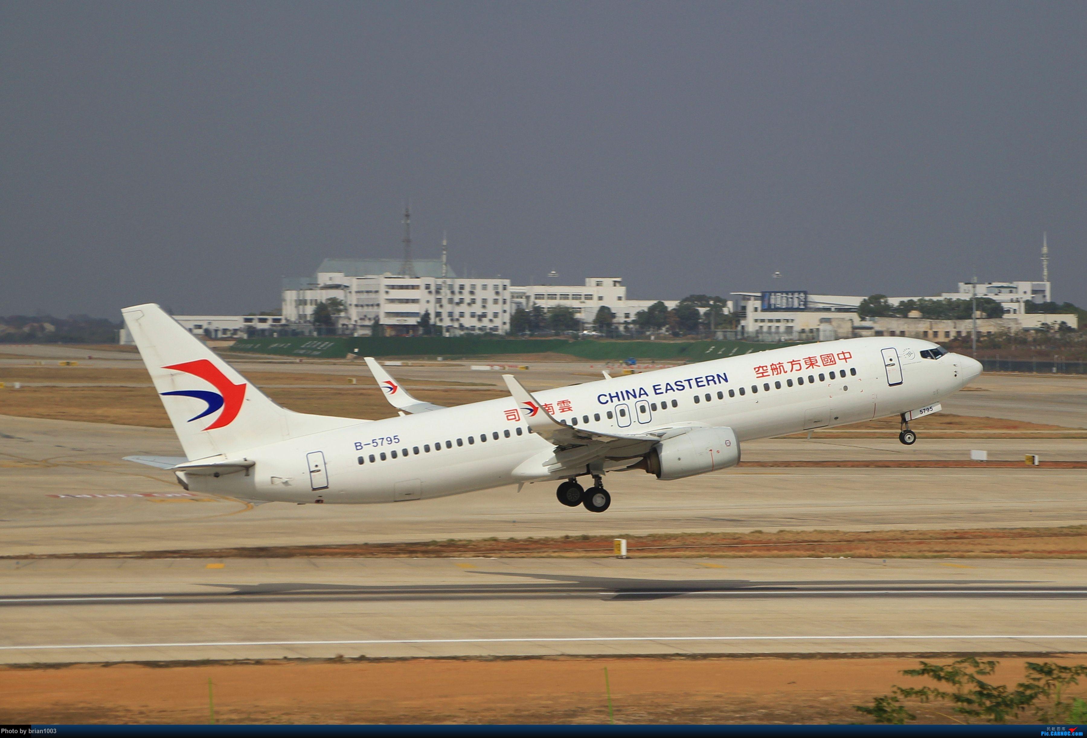 Re:[原创]WUH武汉天河机场拍机之新航季来的海航333和幸福的738 BOEING 737-800 B-5795 中国武汉天河国际机场