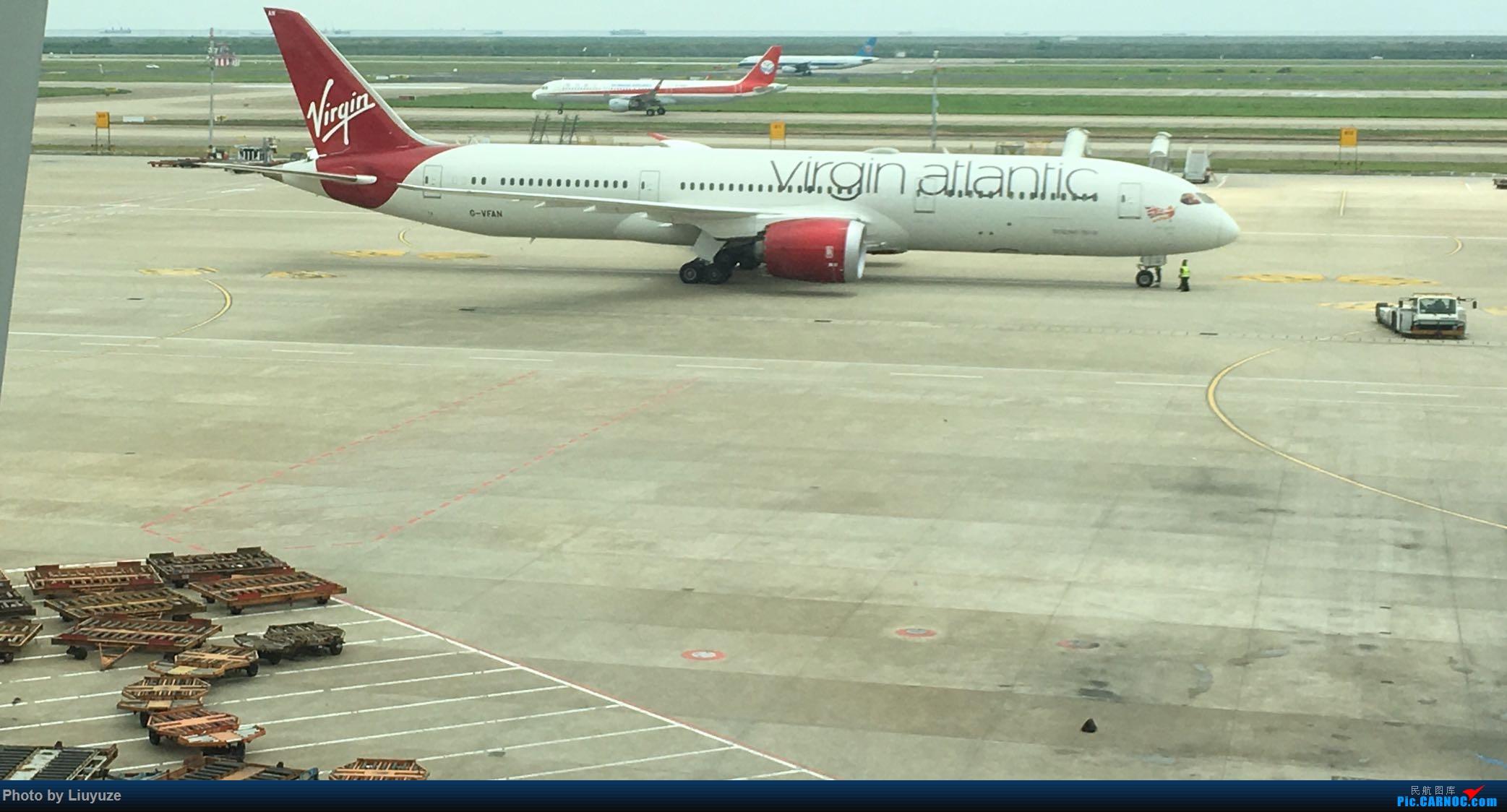 维珍789 与 成都 321 BOEING 787-9 G-VFAN 中国上海浦东国际机场