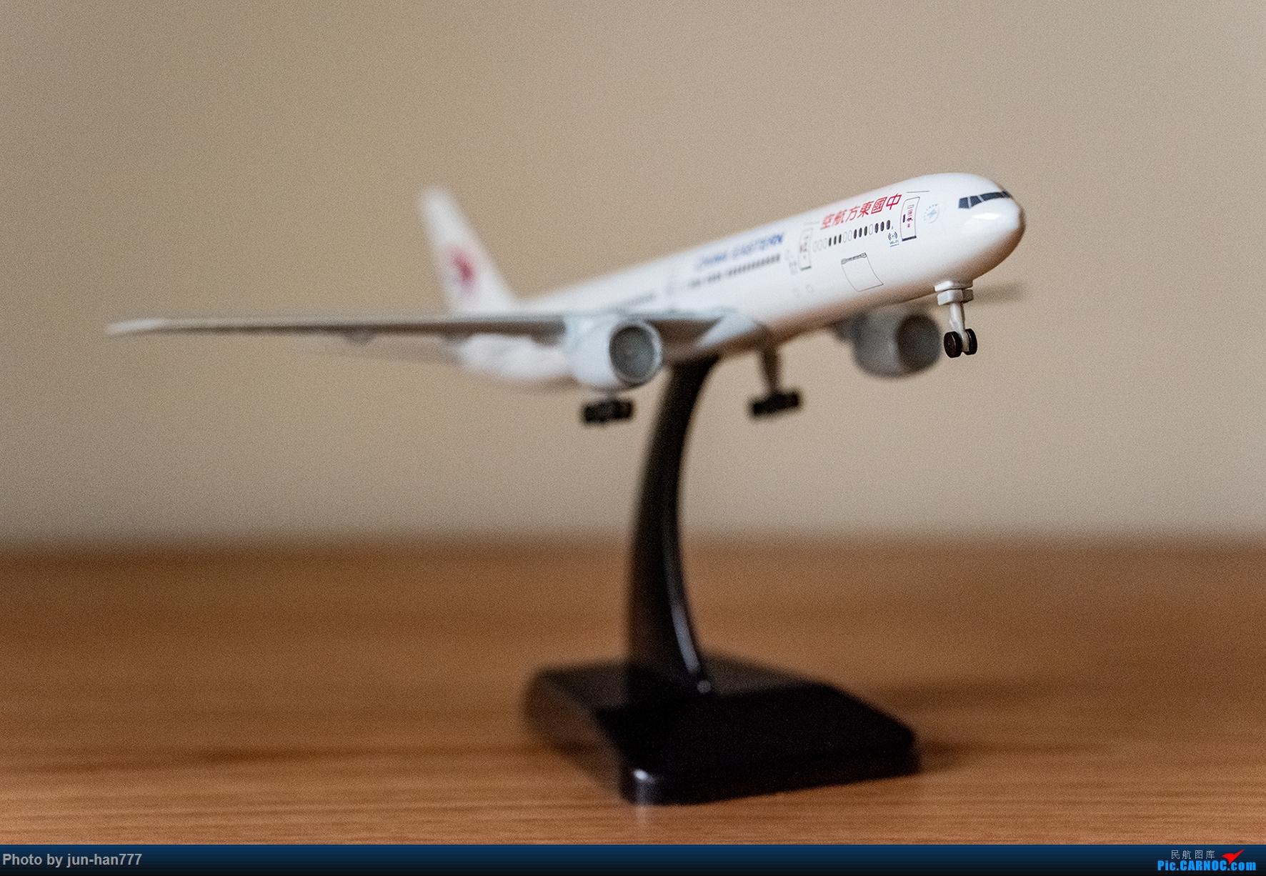 东航航模 BOEING 777-300ER B-2001
