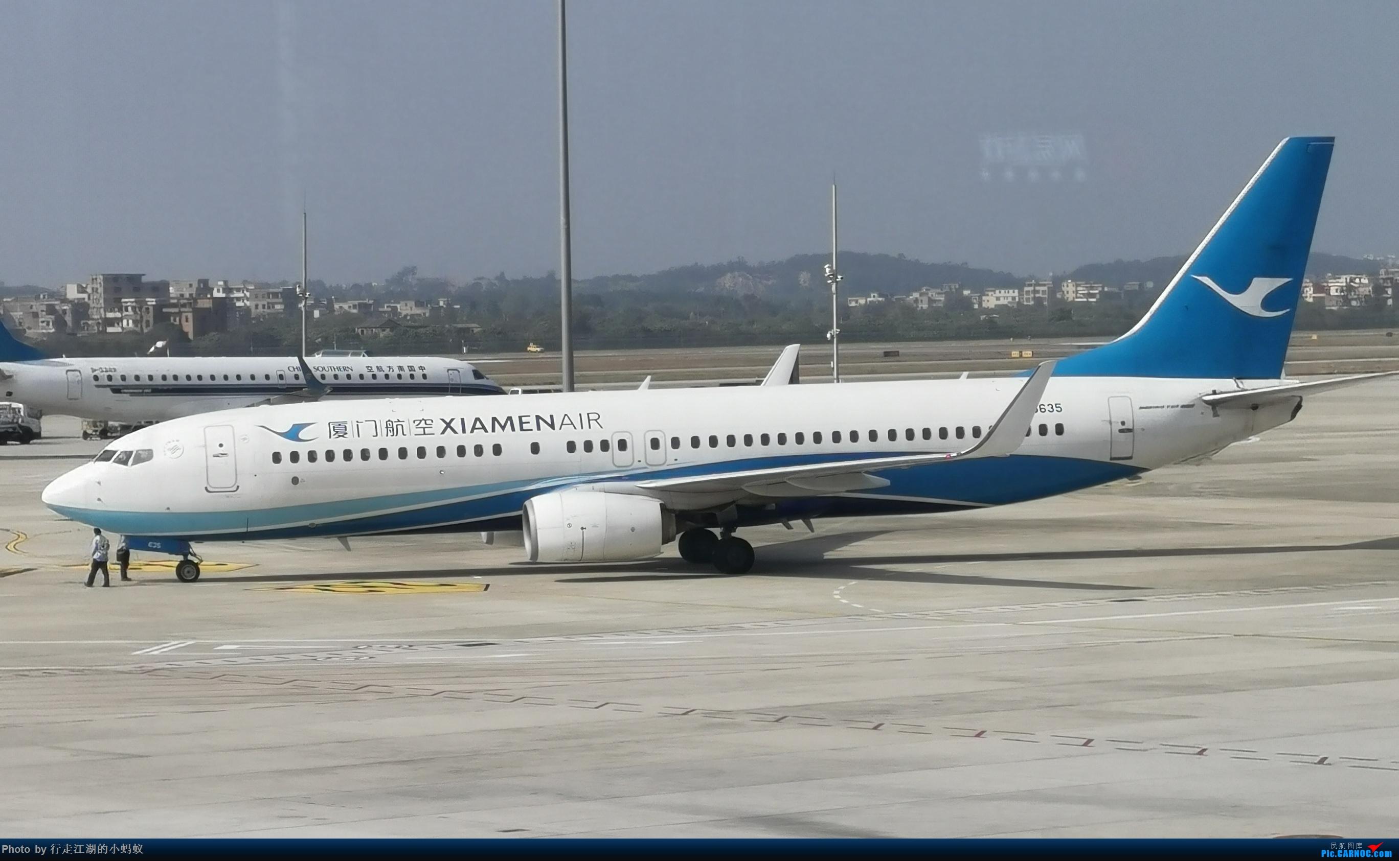 广州白云机场偶遇厦门航空波音737 BOEING 737-800 B-5635 中国广州白云国际机场