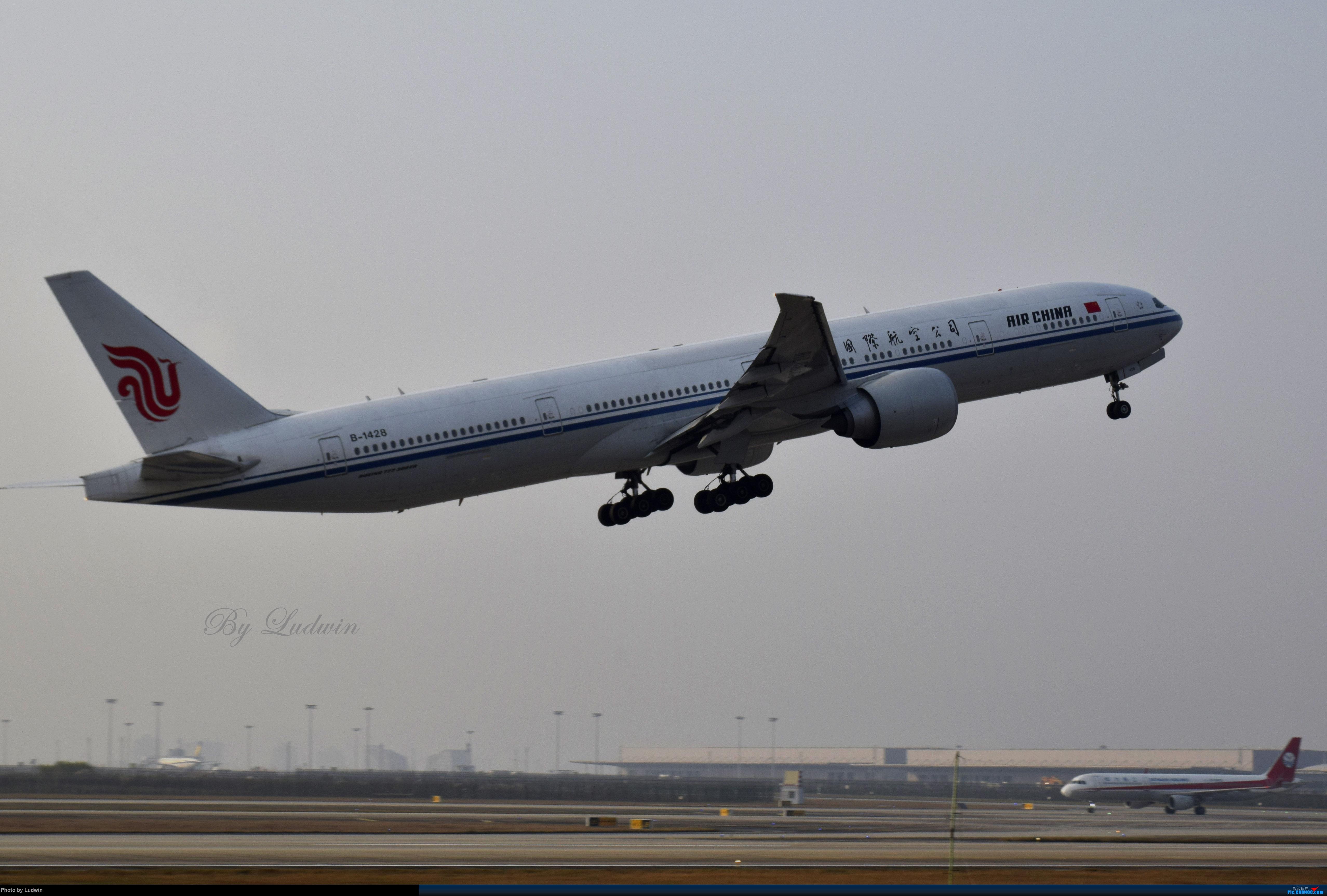 Re:[原创]【新人首发】重庆江北的下午 BOEING 777-300ER B-1428 中国重庆江北国际机场