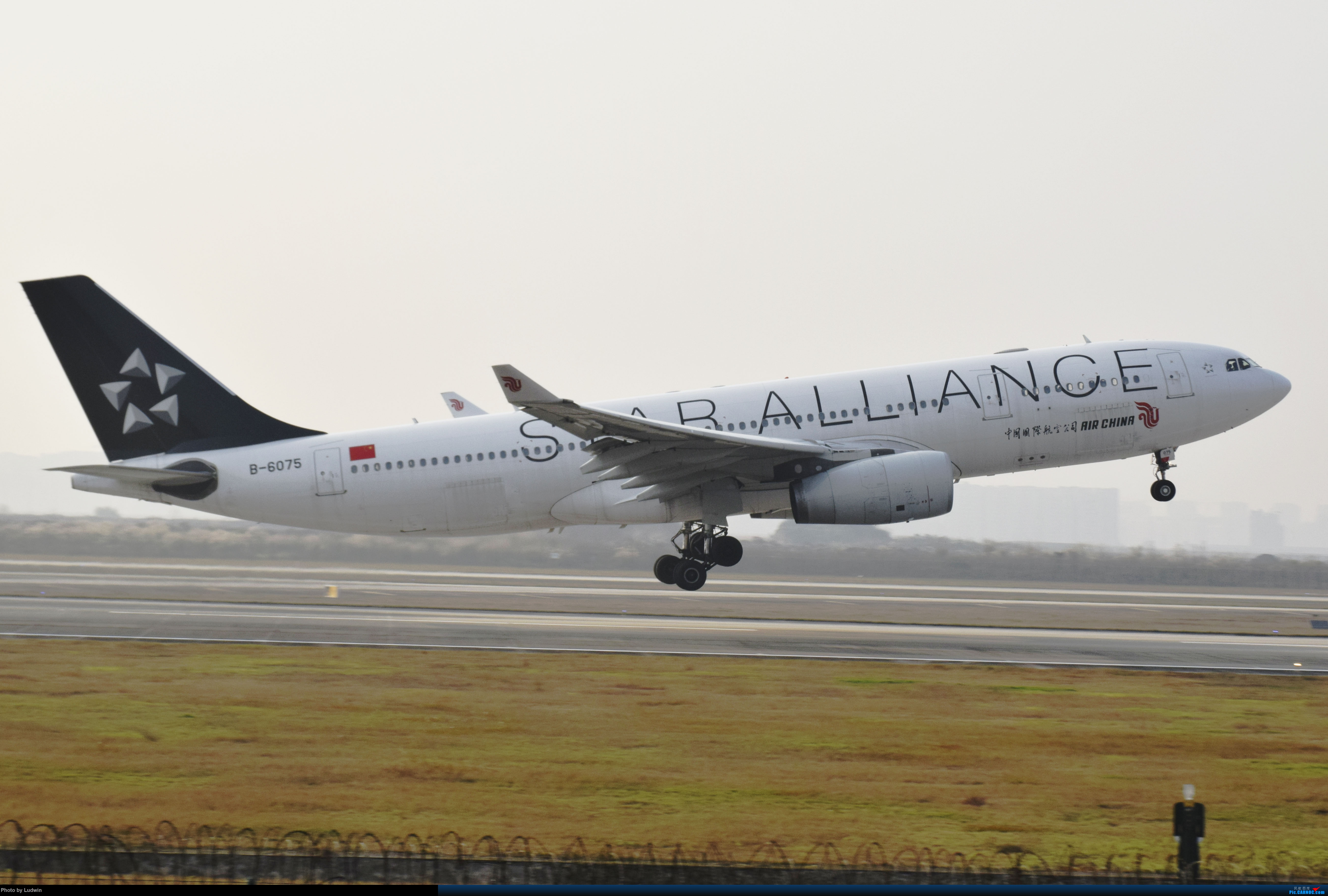 Re:[原创]【新人首发】重庆江北的下午 AIRBUS A330-200 B-6075 中国重庆江北国际机场