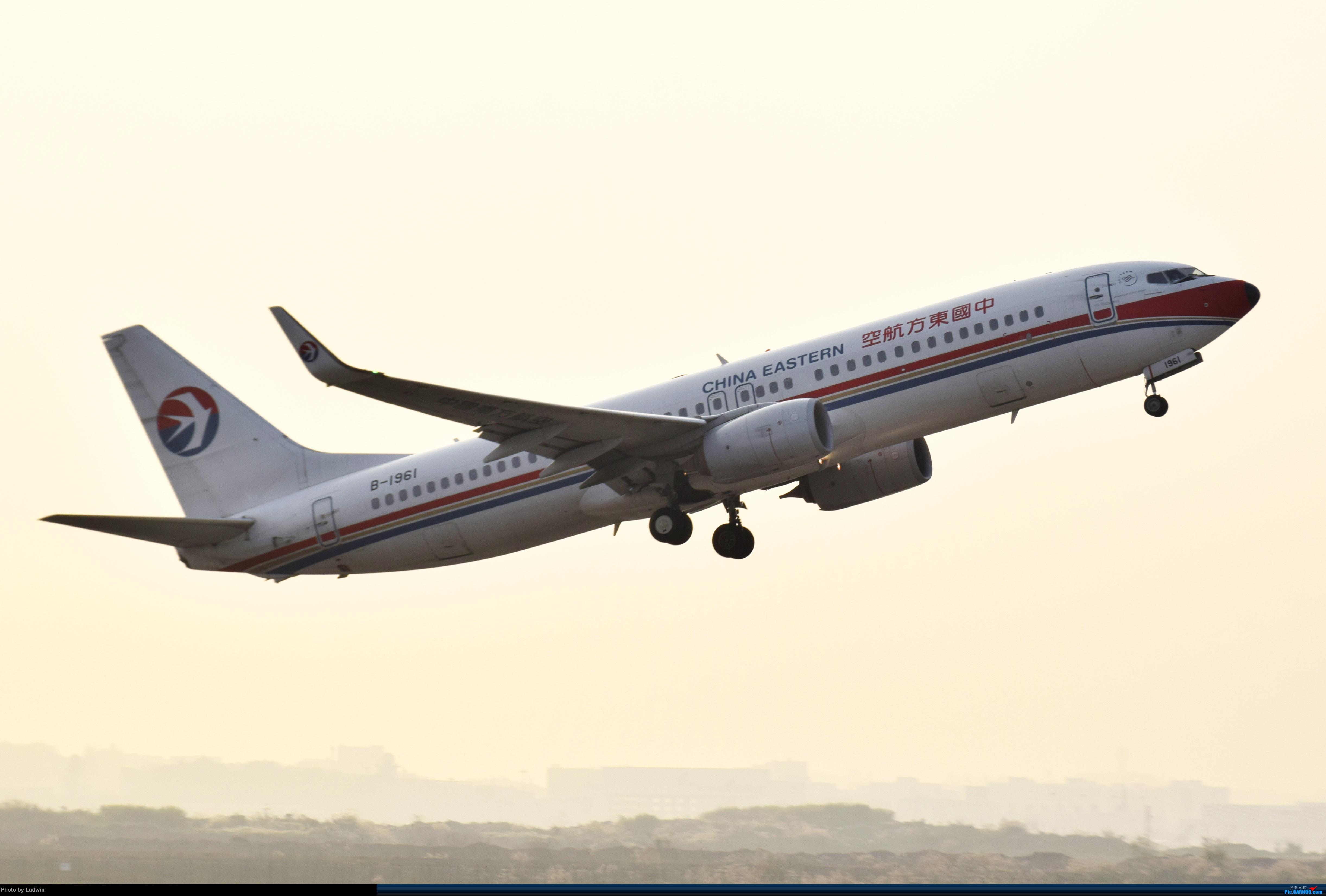 Re:[原创]【新人首发】重庆江北的下午 BOEING 737-800 B-1961 中国重庆江北国际机场