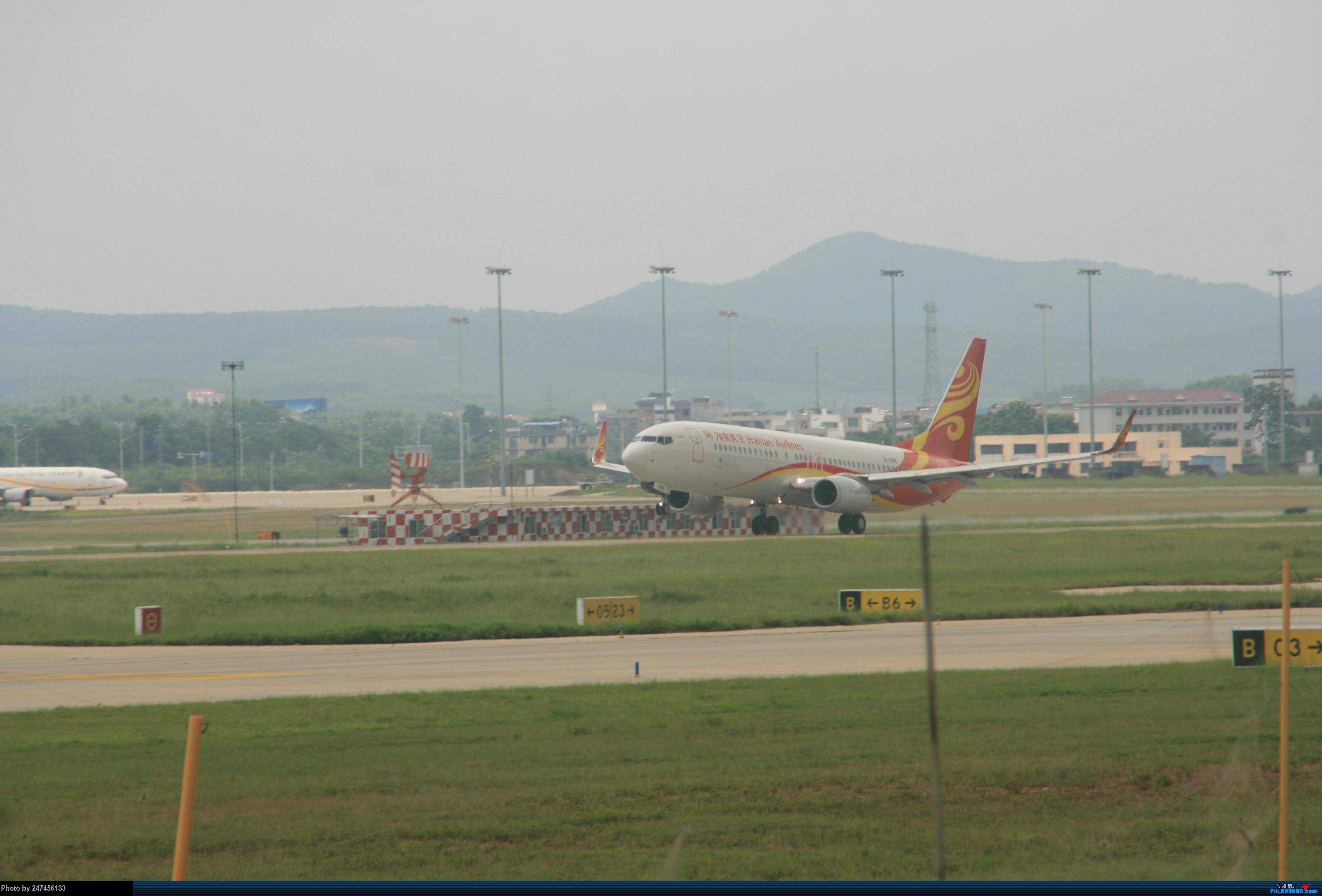 海航B738 BOEING 737-800 B-1995 中国南宁吴圩国际机场