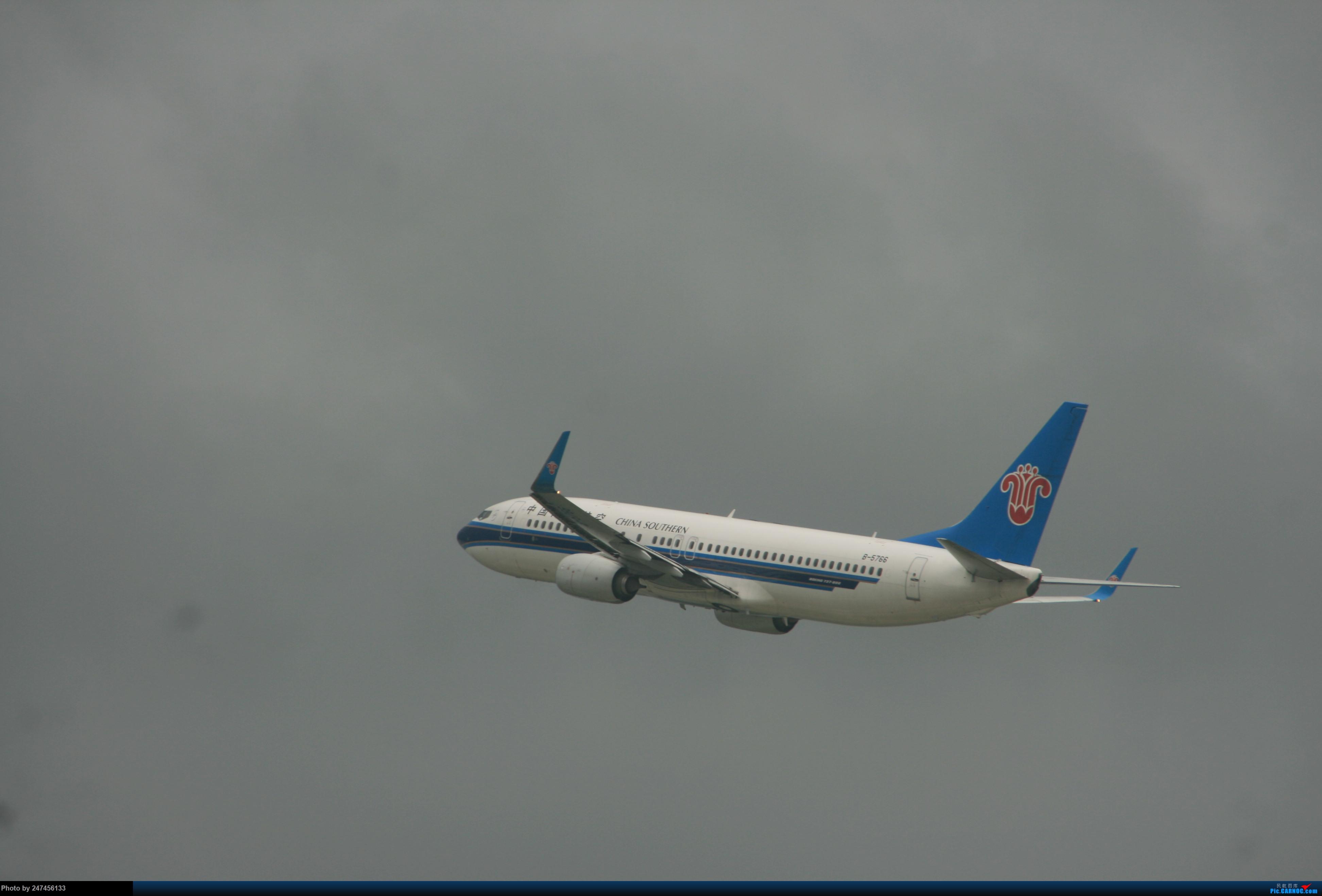 南航B738 BOEING 737-800 B-5766 中国南宁吴圩国际机场