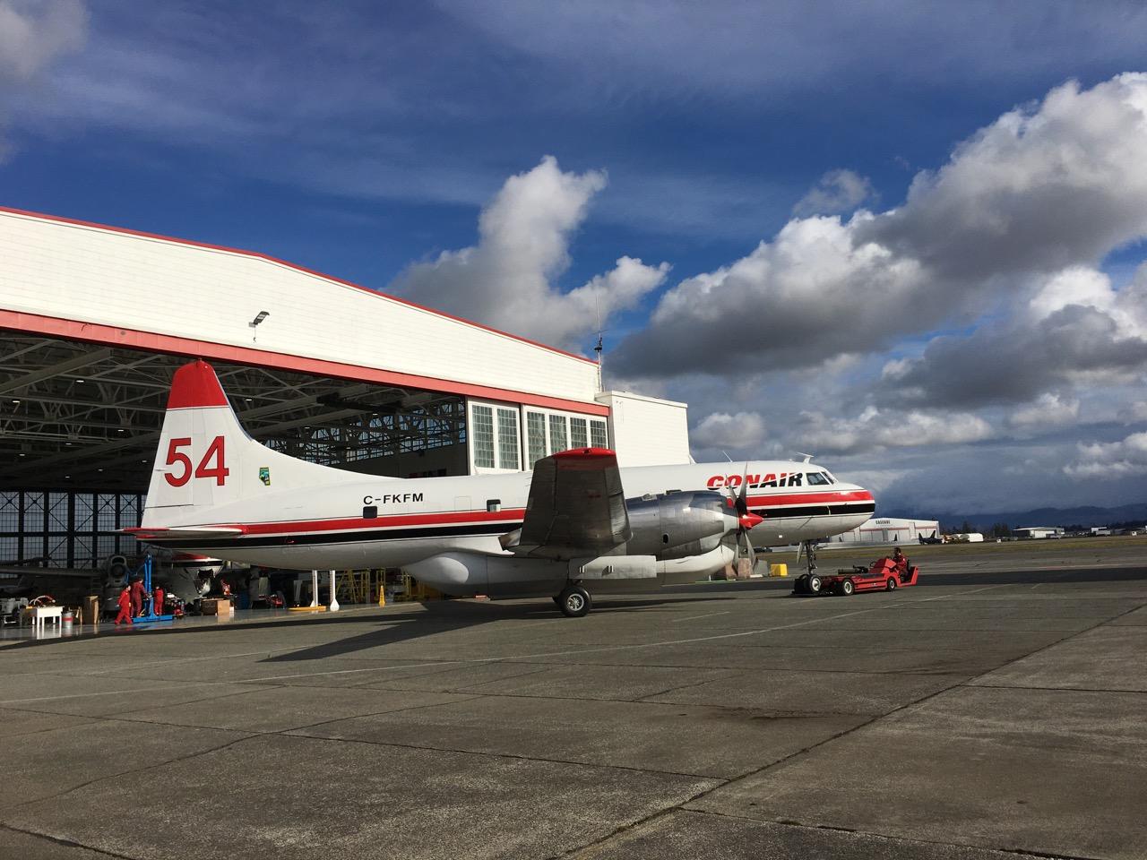 [公告]温哥华 abbotsford机场的 CONAIR公司,消防飞机 消防飞机。型号我不知道。 C-FKFM abbotsford airport