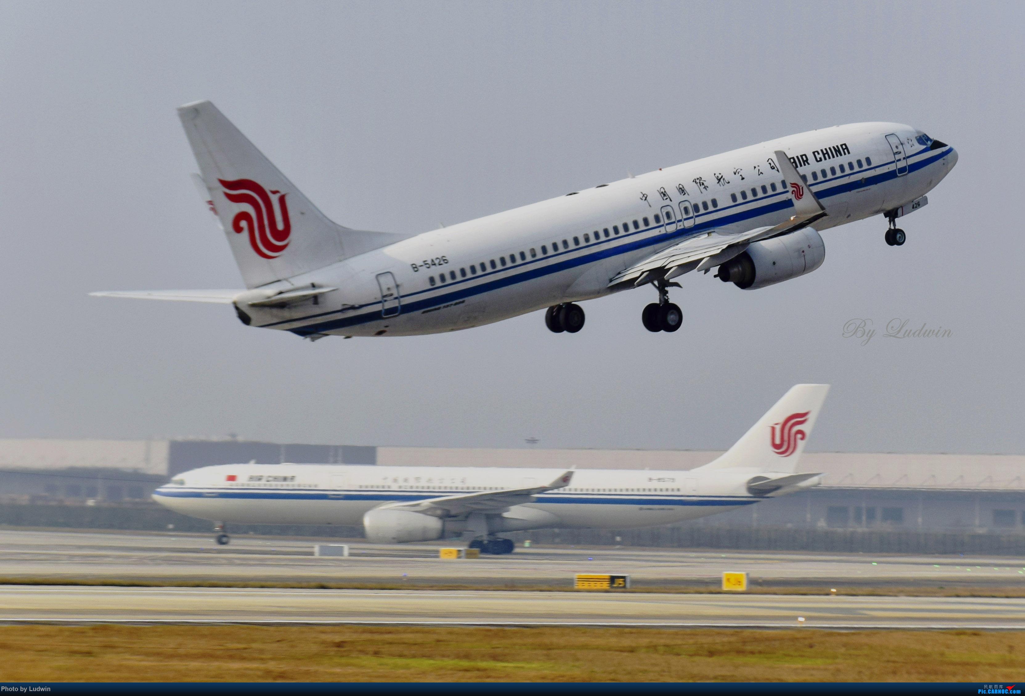 Re:[原创][炒冷饭]年前在ZUCK/CKG的存货 BOEING 737-800 B-5426 中国重庆江北国际机场
