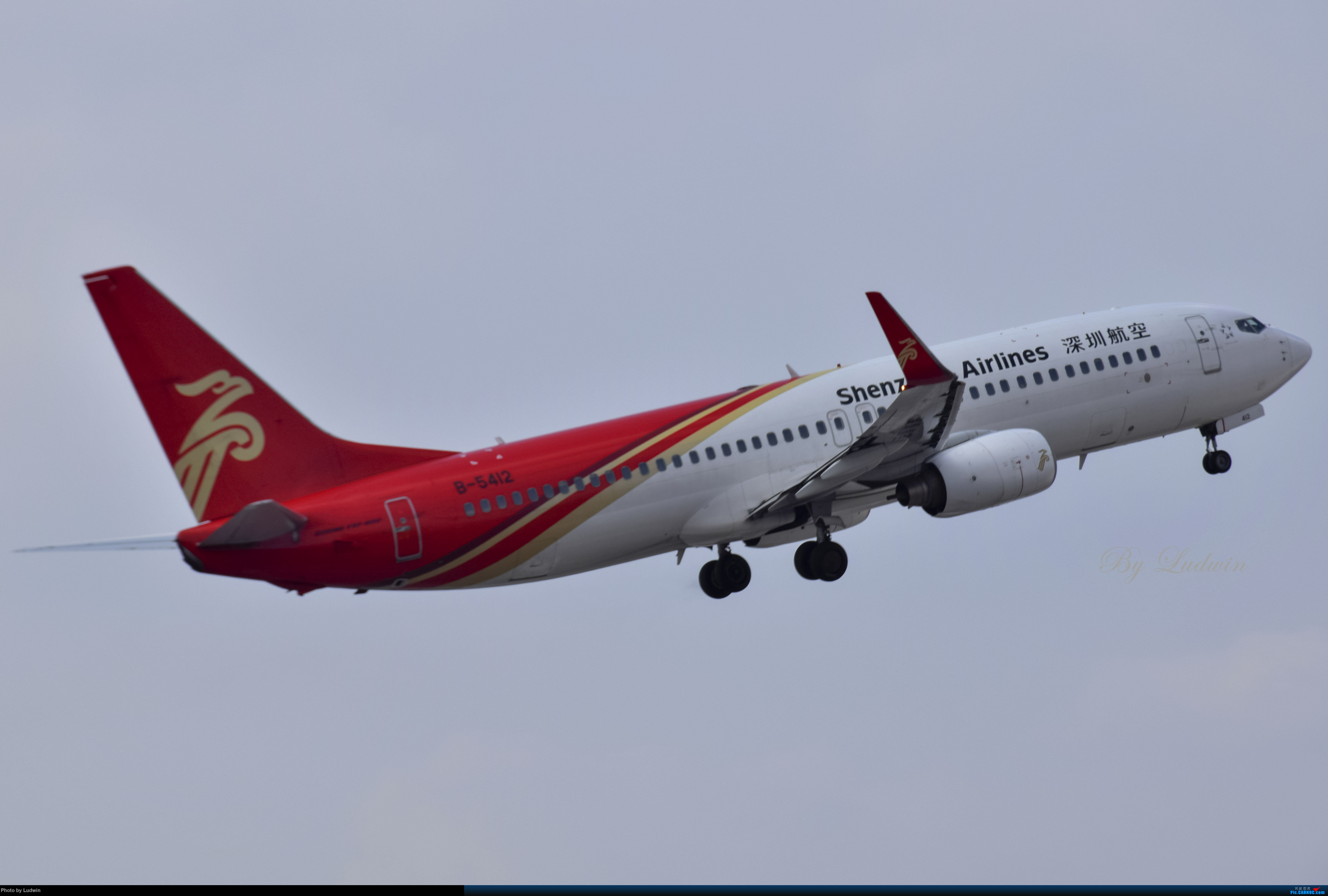 Re:[原创][炒冷饭]年前在ZUCK/CKG的存货 BOEING 737-800 B-5412 中国重庆江北国际机场
