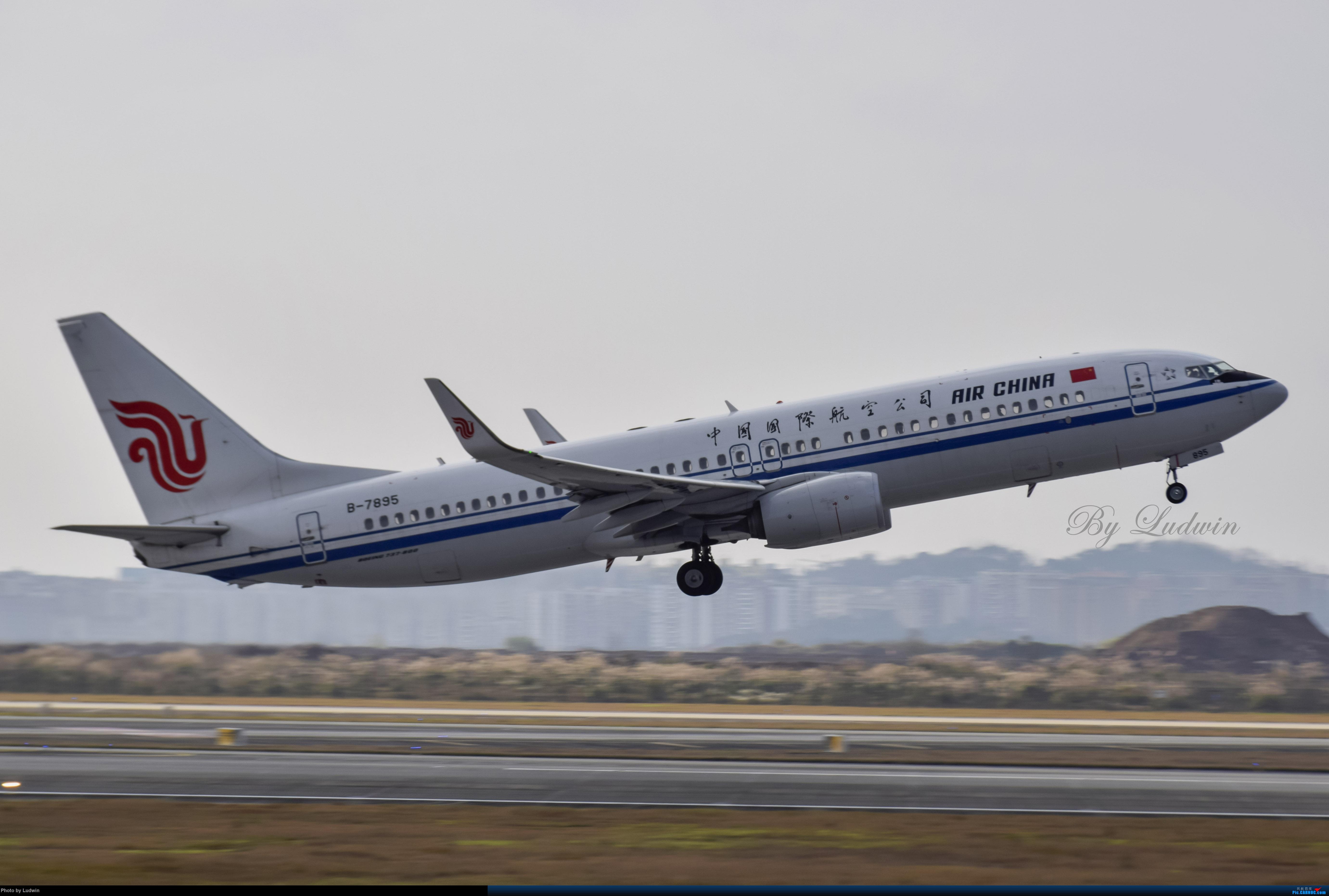 Re:[原创][炒冷饭]年前在ZUCK/CKG的存货 BOEING 737-800 B-7895 中国重庆江北国际机场